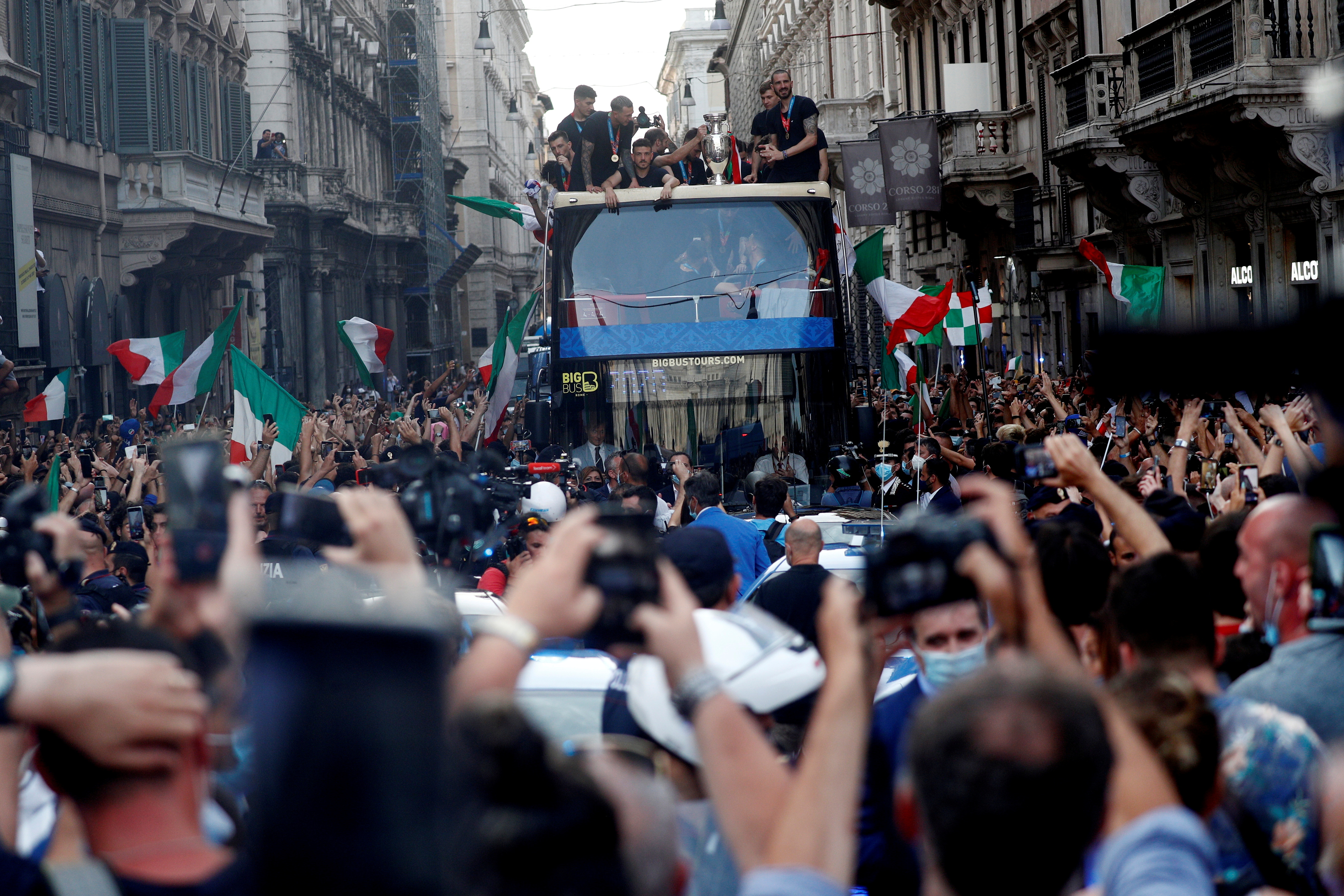 Soccer Football - Euros 2020 - The Italy team drive through Rome on a open top bus tour amidst celebrating fans after winning the Euros 2020, July 12, 2021. REUTERS/Guglielmo Mangiapane/File Photo