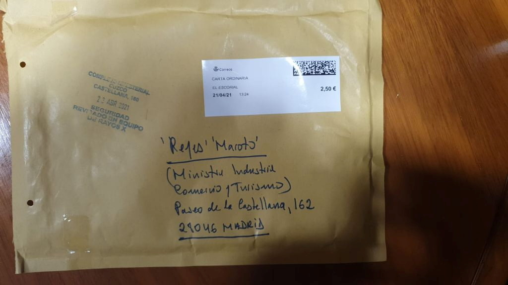 An envelope that Spain's Tourism Minister Maria Reyes Maroto has received by post, an interior ministry source said on Monday, days after senior security officials and the leader of the Unidas Podemos party were sent death threats, is pictured in Madrid, Spain, April 26, 2021. Spanish Tourism Ministry/Handout via REUTERS