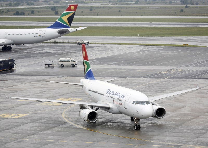 A South African Airways (SAA) plane taxis after landing at O.R. Tambo International Airport in Johannesburg, South Africa, January 18, 2020. Picture taken January 18, 2020. REUTERS/Rogan Ward/File Photo