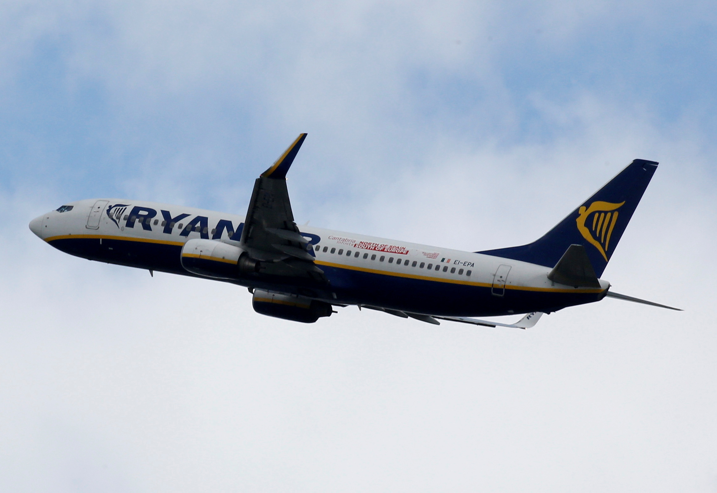 A Ryanair commercial passenger jet takes off in Blagnac near Toulouse, France, May 29, 2019. REUTERS/Regis Duvignau