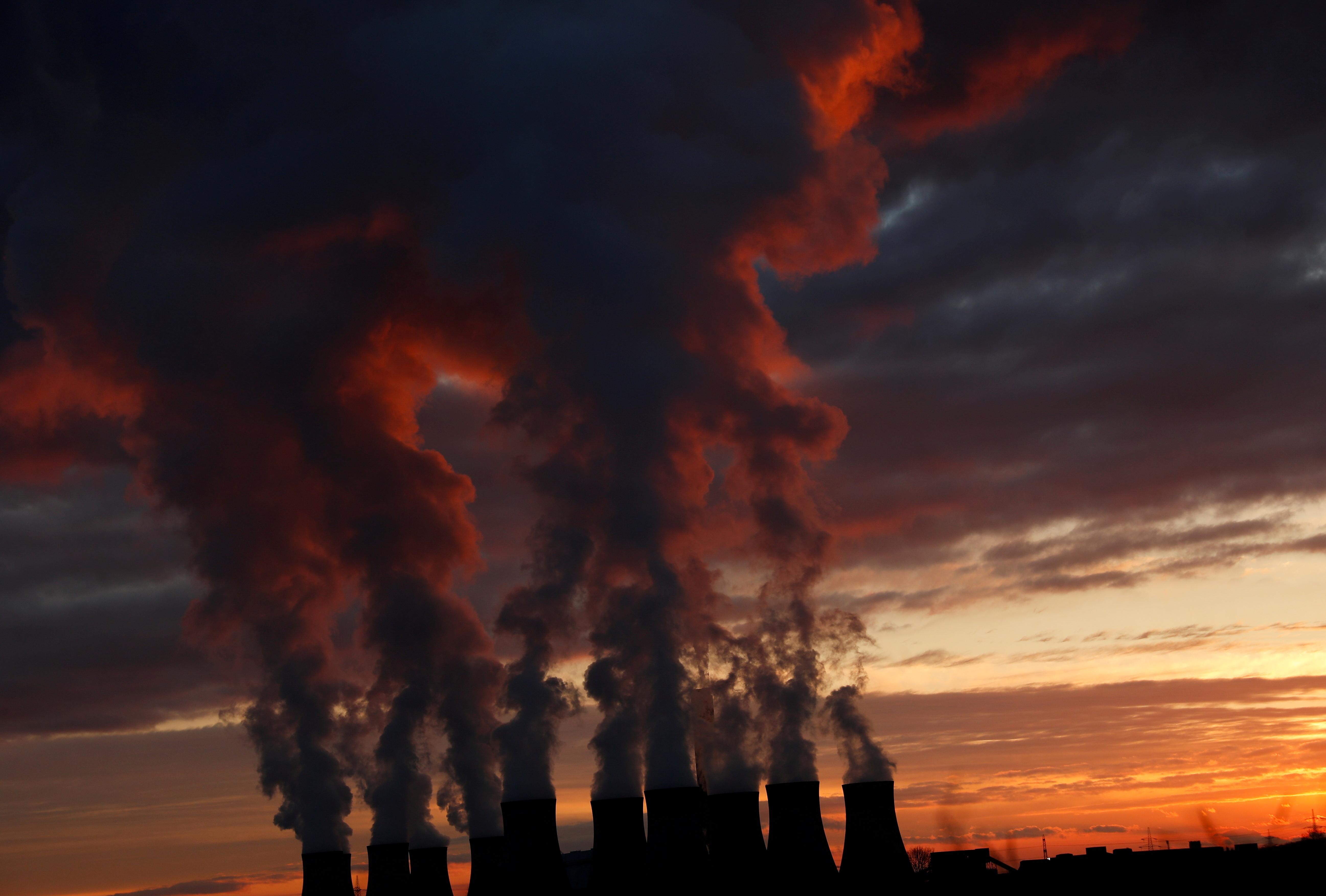Drax power station is pictured during the sunset in Drax, North Yorkshire, Britain, November 27, 2020. REUTERS/Lee Smith/File Photo