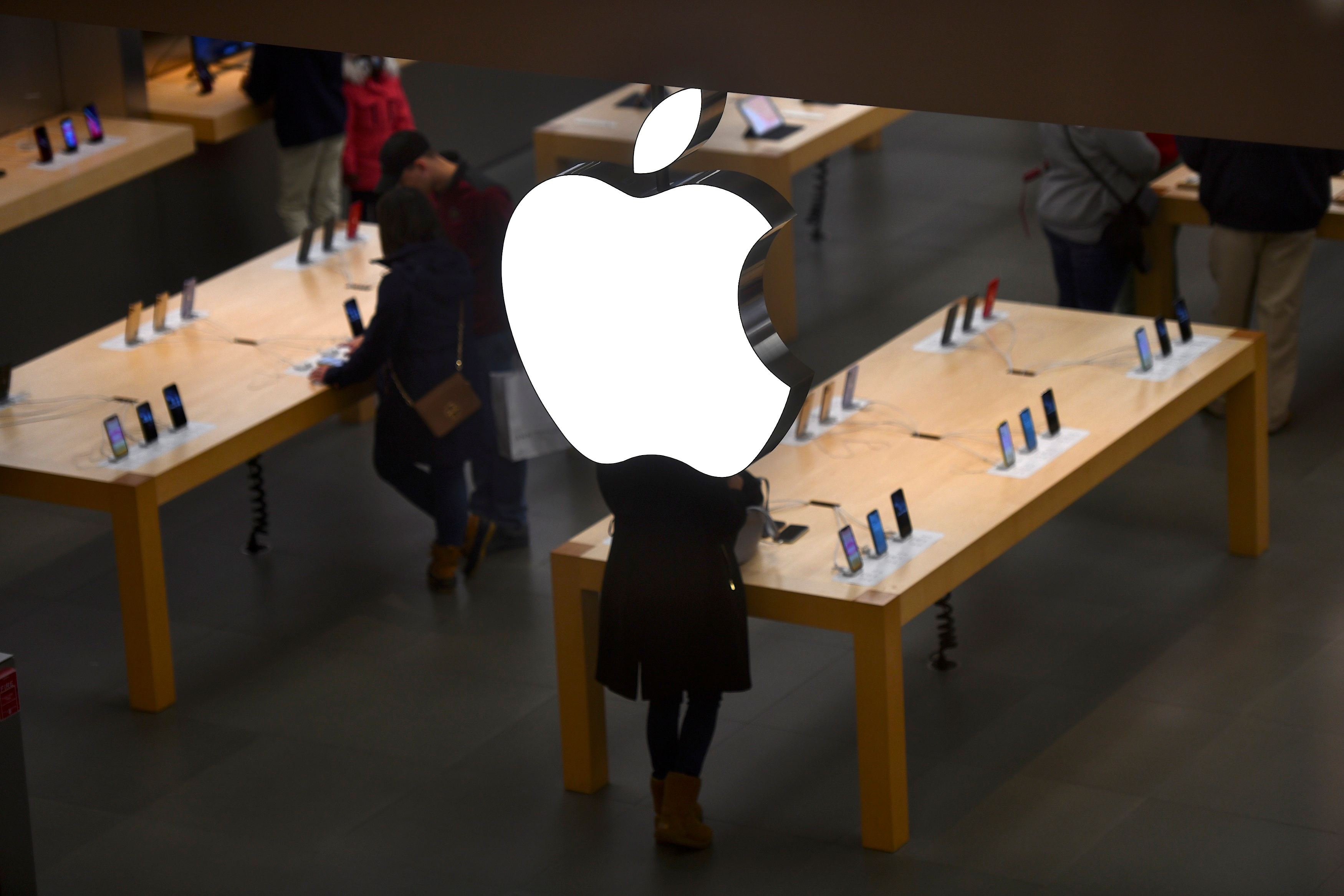 An Apple logo is seen at an Apple store as pre-Thanksgiving and Christmas holiday shopping accelerates at the King of Prussia Mall in King of Prussia, Pennsylvania, U.S. November 22, 2019. REUTERS/Mark Makela/Files