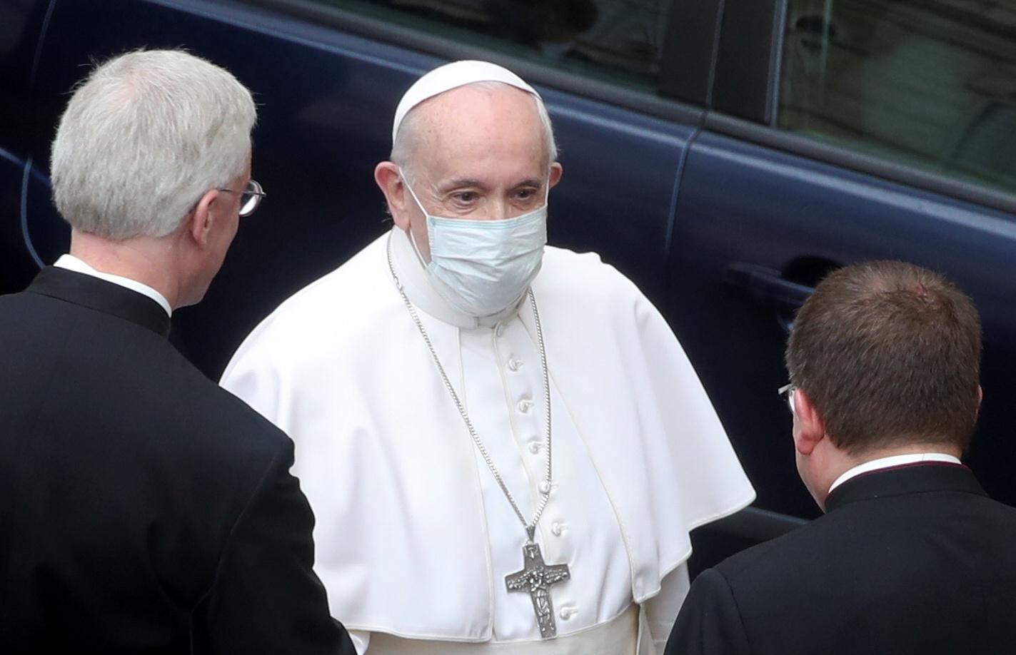 Pope Francis arrives at the San Damaso courtyard for the weekly general audience at the Vatican, May 19, 2021. REUTERS/Yara Nardi