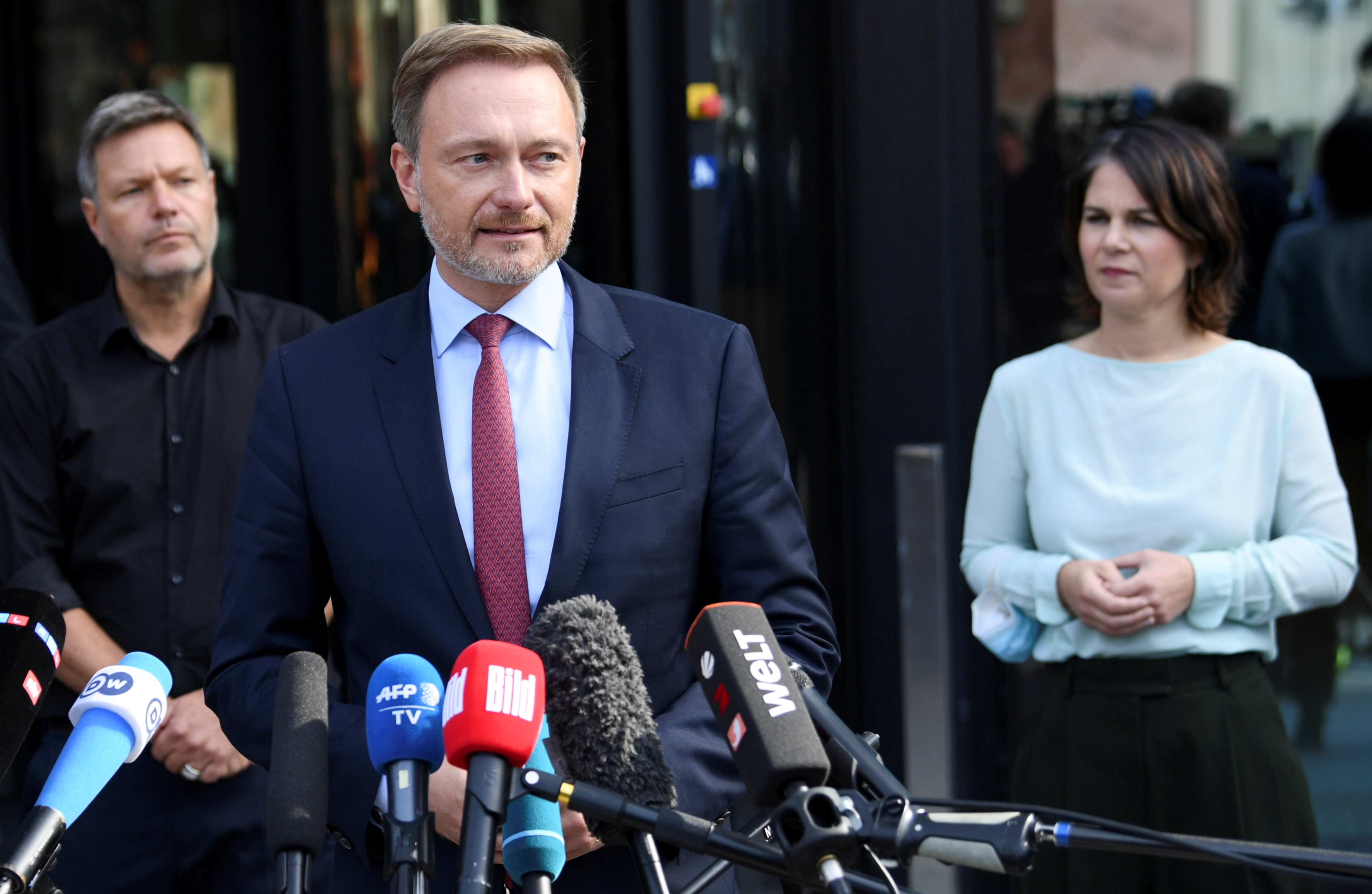 Germany's liberal Free Democratic Party (FDP) leader Christian Lindner and Greens party co-leaders Robert Habeck and Annalena Baerbock deliver a statement to the media on exploratory talks for a possible new government coalition in Berlin, Germany, October 1, 2021.   REUTERS/Annegret Hilse