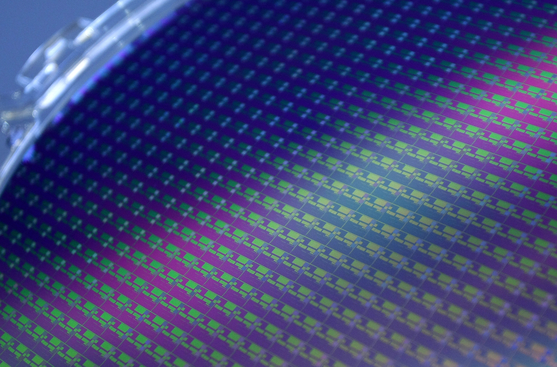 A 12-inch wafer is seen at Taiwan Semiconductor Manufacturing Co. (TSMC) in Hsinchu June 15, 2010. REUTERS/Pichi Chuang