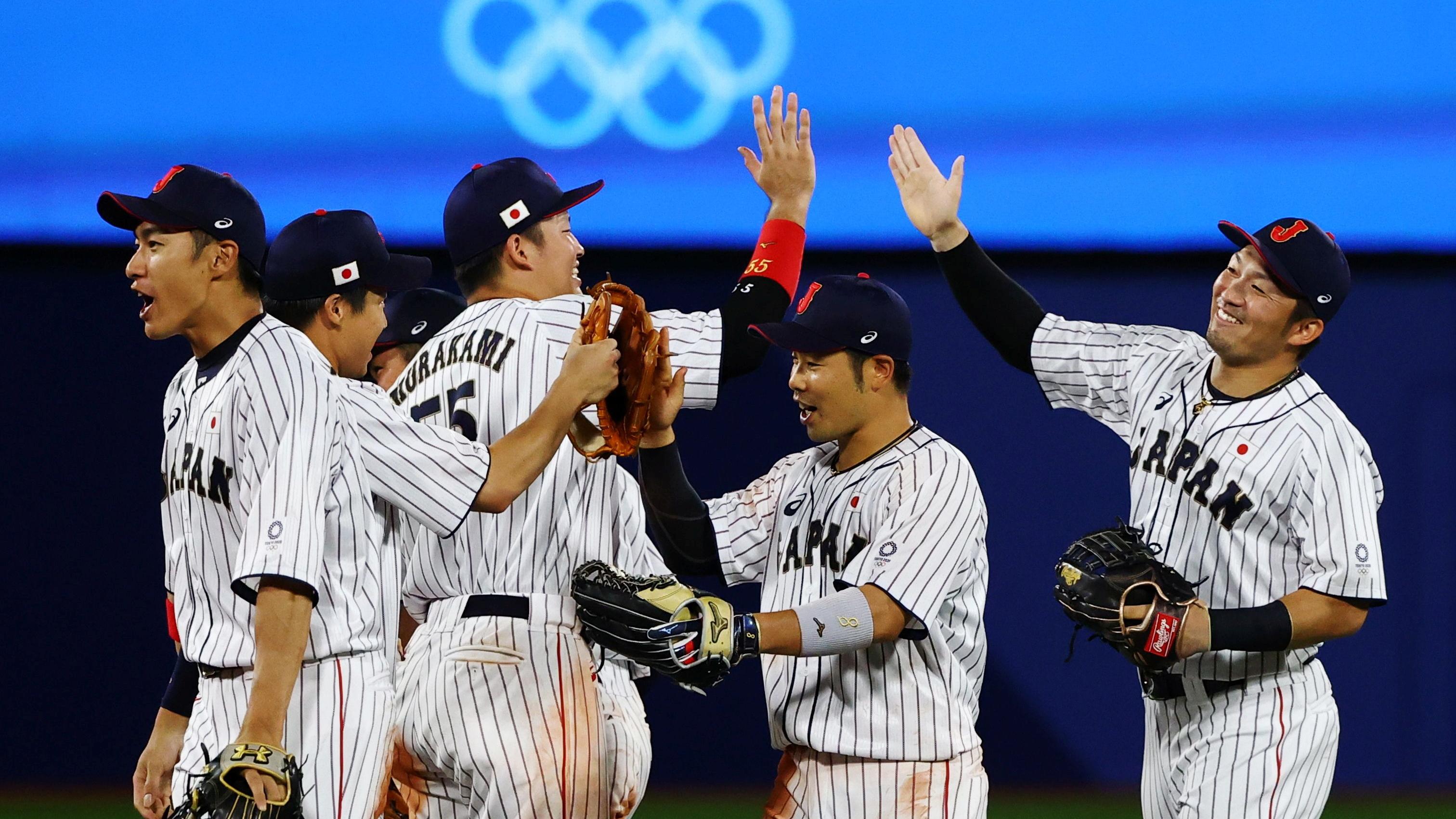 Tokyo 2020 Olympics - Baseball - Men - Semifinal - South Korea v Japan - Yokohama Baseball Stadium, Yokohama, Japan - August 4, 2021. Japan players celebrate winning the game. REUTERS/Jorge Silva