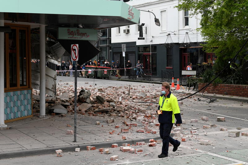 A person walks past damage to the exterior of a restaurant following an earthquake in the Windsor suburb of Melbourne, Australia, September 22, 2021.  AAP Image/James Ross via REUTERS  ATTENTION EDITORS - THIS IMAGE WAS PROVIDED BY A THIRD PARTY. NO RESALES. NO ARCHIVES. AUSTRALIA OUT. NEW ZEALAND OUT - RC2OUP9KPUVF