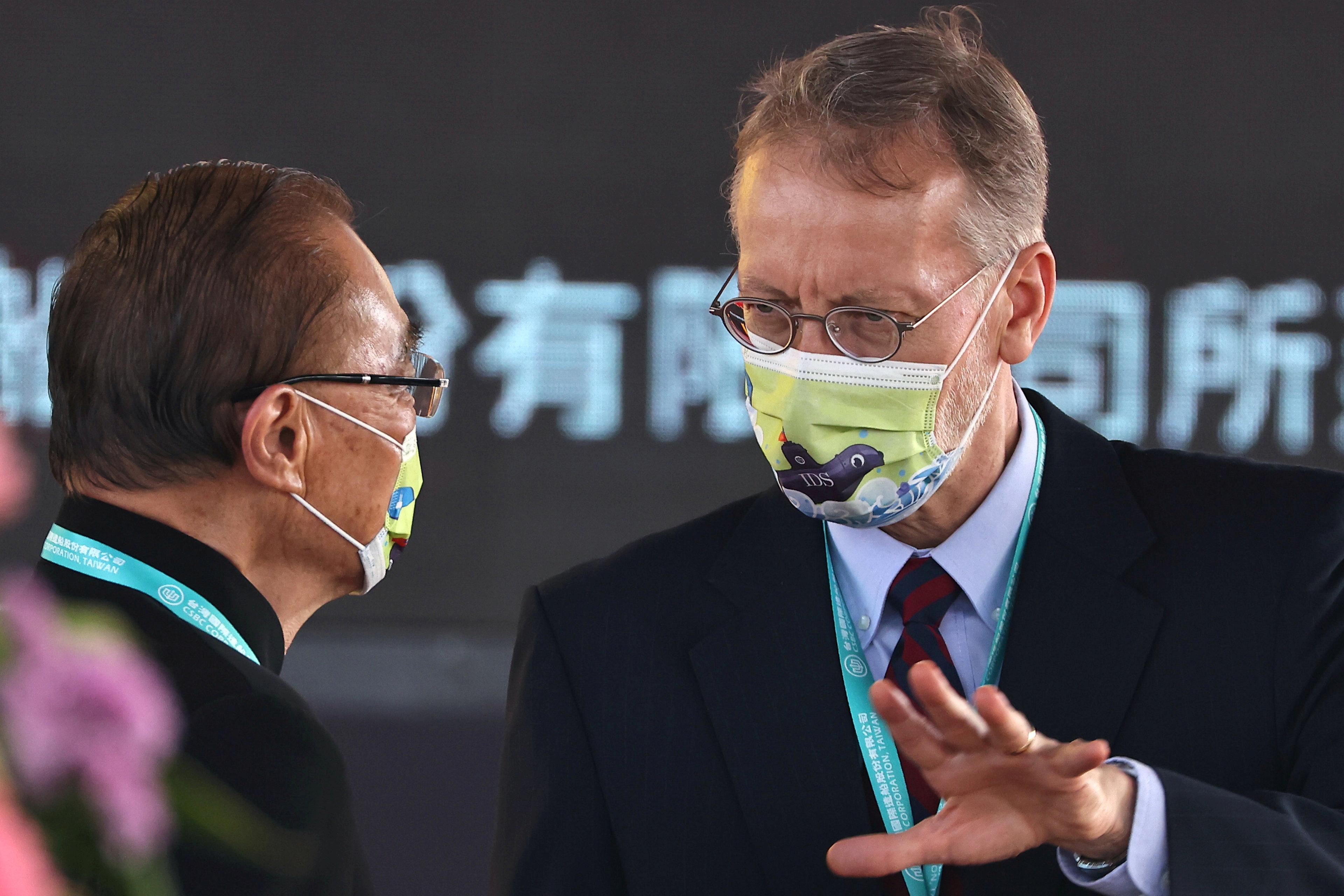 Giám đốc AIT Brent Christensen tham dự buổi lễ khởi công xây dựng hạm đội tàu ngầm mới ở Cao Hùng, Đài Loan, ngày 24 tháng 11 năm 2020. REUTERS / Ann Wang / File Photo