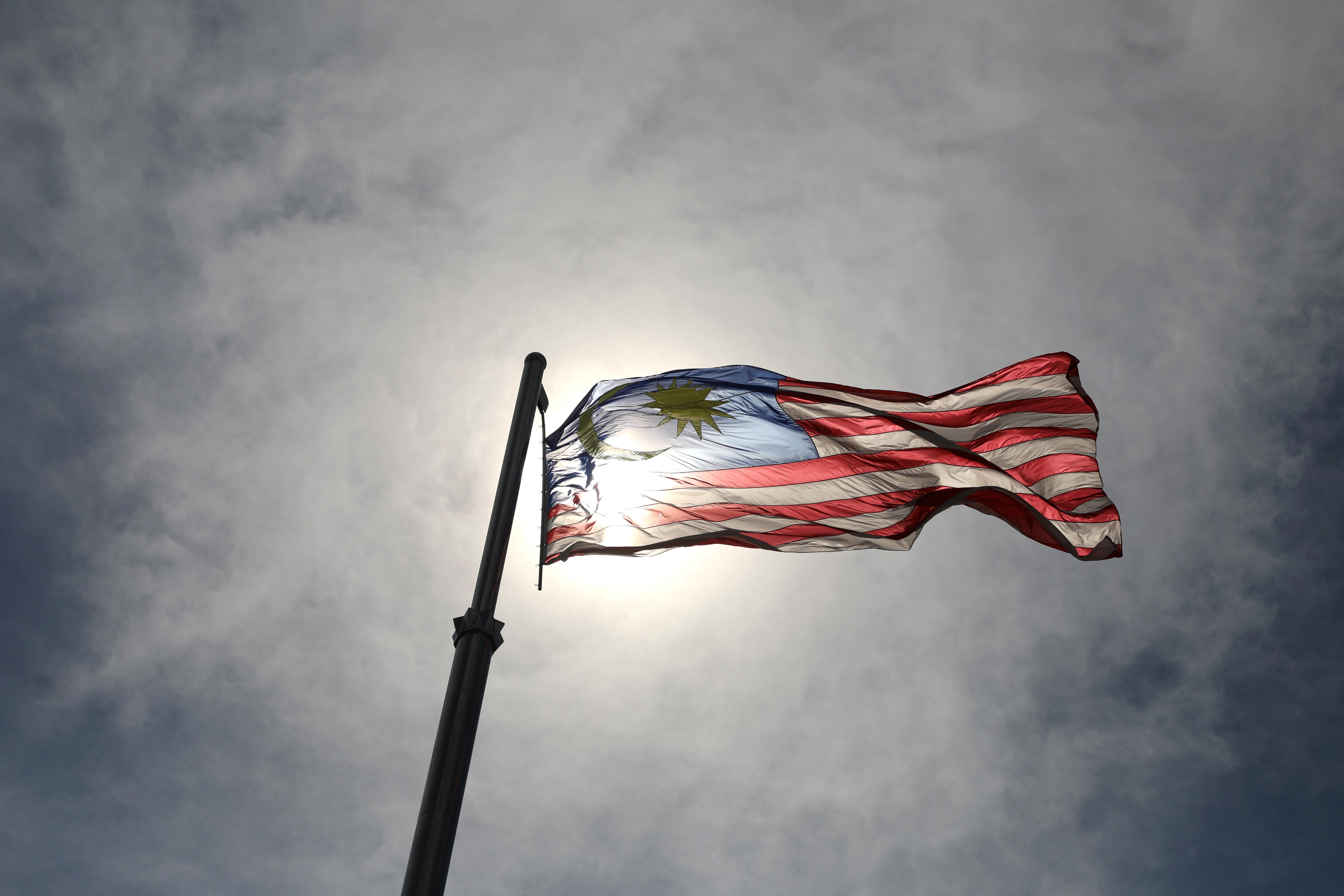 Một lá cờ Malaysia bay bên ngoài văn phòng Thủ tướng, ở Putrajaya, Malaysia ngày 24 tháng 9 năm 2020. REUTERS / Lim Huey Teng