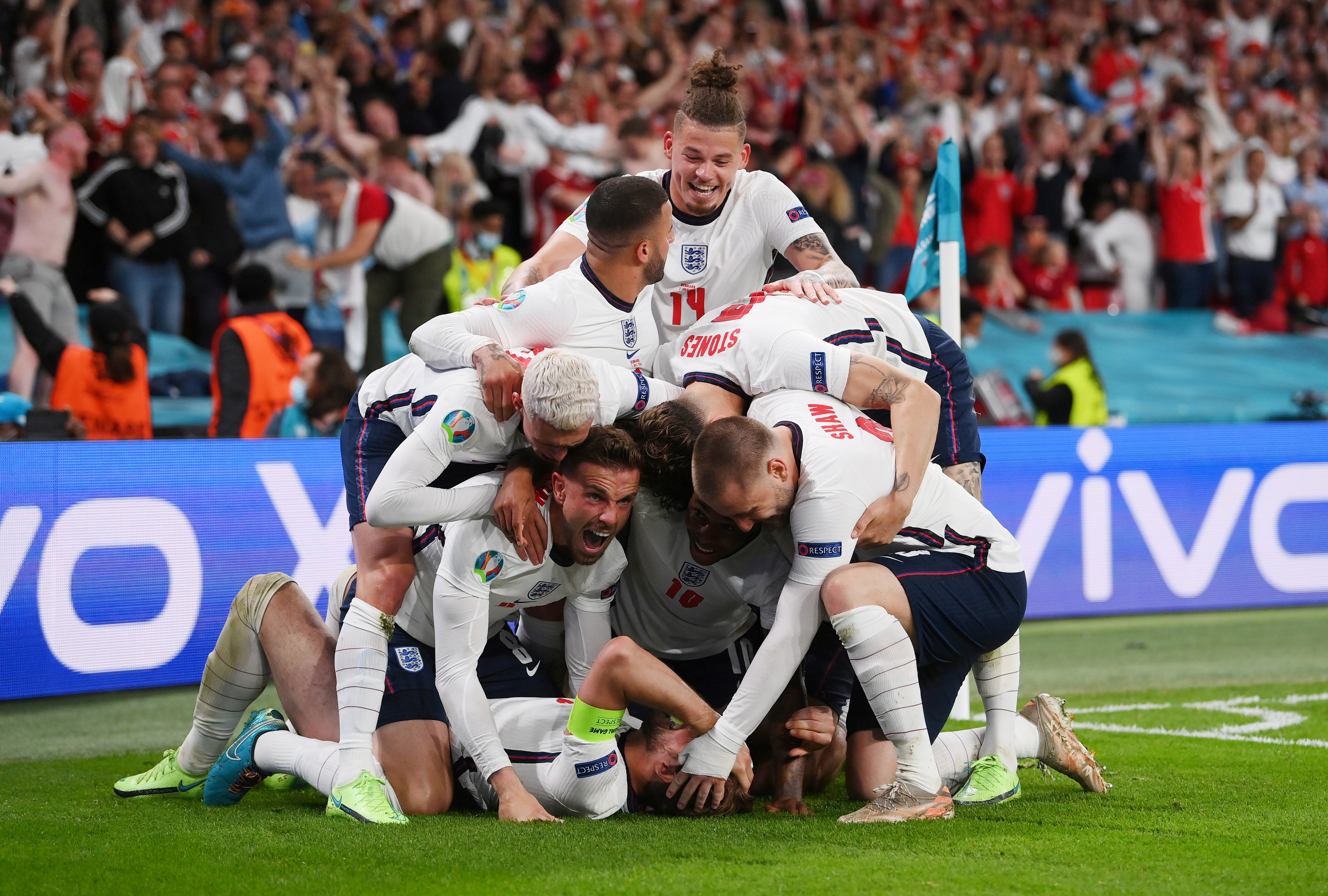 Soccer Football - Euro 2020 - Semi Final - England v Denmark - Wembley Stadium, London, Britain - July 7, 2021 England's Harry Kane celebrates scores their second goal with teammates Pool via REUTERS/Laurence Griffiths