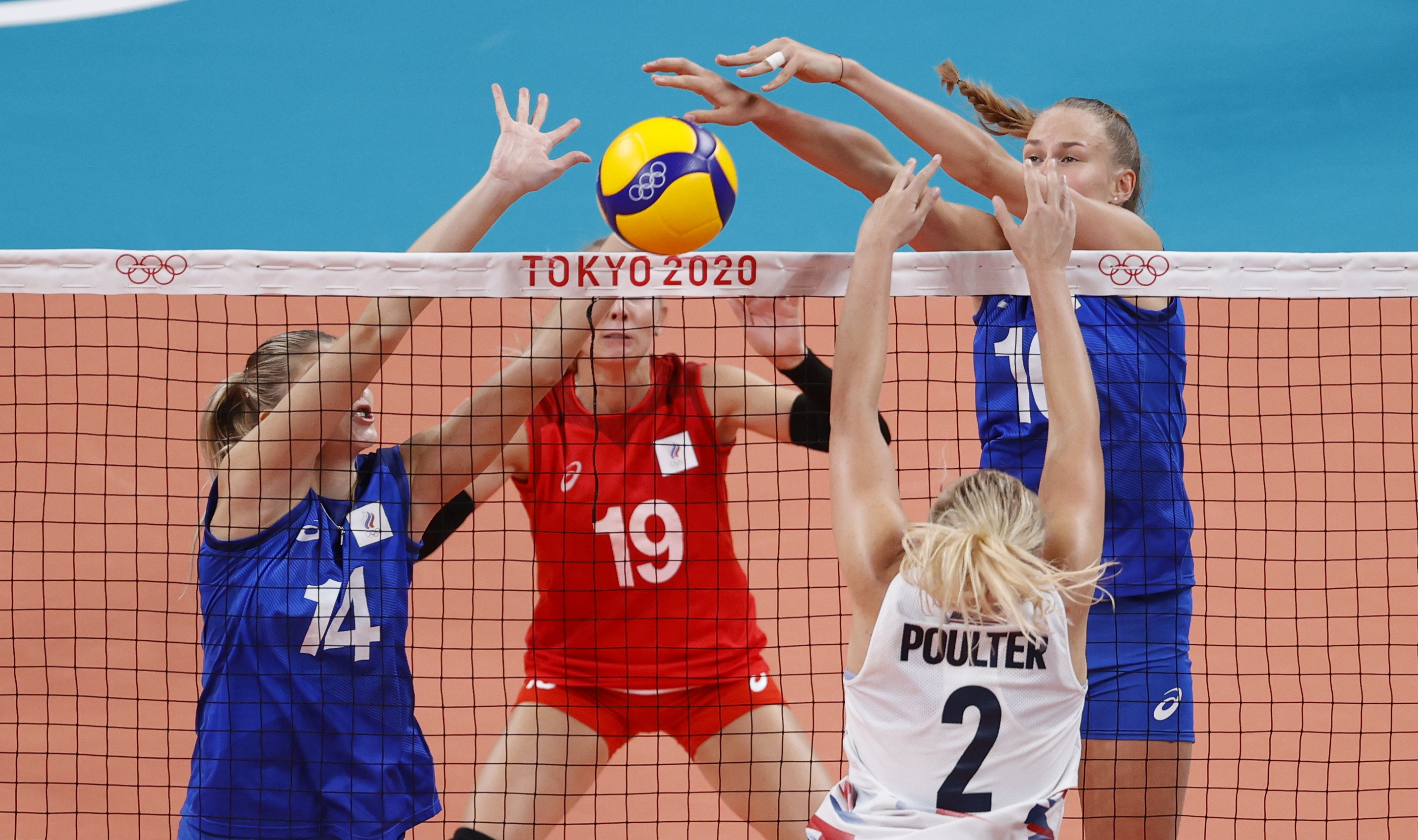 Tokyo 2020 Olympics - Volleyball - Women's Pool B - United States v The Russian Olympic Committee - Ariake Arena, Tokyo, Japan – July 31, 2021. Irina Fetisova of the Russian Olympic Committee and Arina Fedorovtseva of the Russian Olympic Committee in action with Jordyn Poulter of the United States. REUTERS/Valentyn Ogirenko