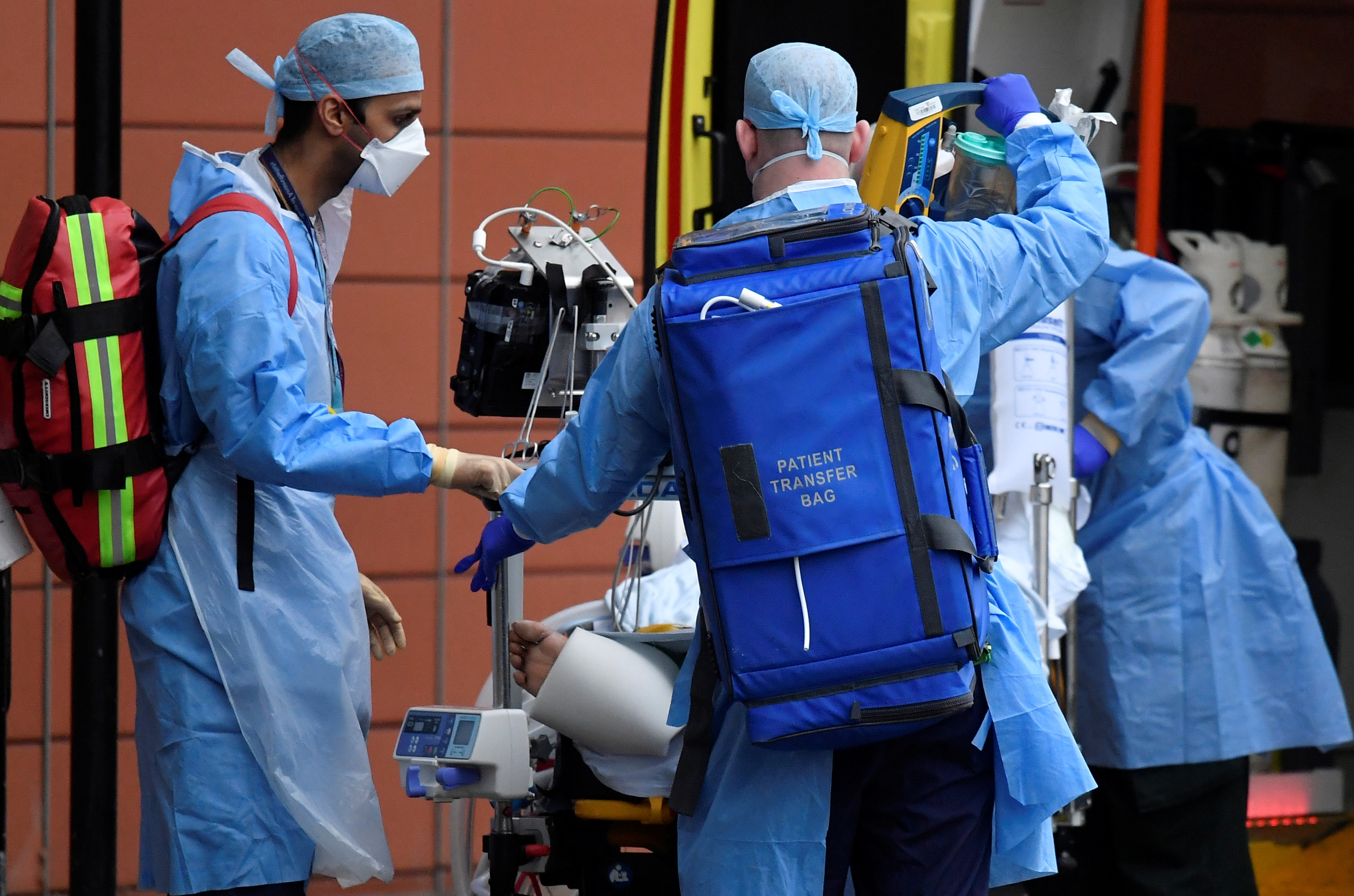 Medical workers move a patient between ambulances outside of the Royal London Hospital amid the spread of the coronavirus disease (COVID-19) pandemic, London, Britain, January 27, 2021. REUTERS/Toby Melville