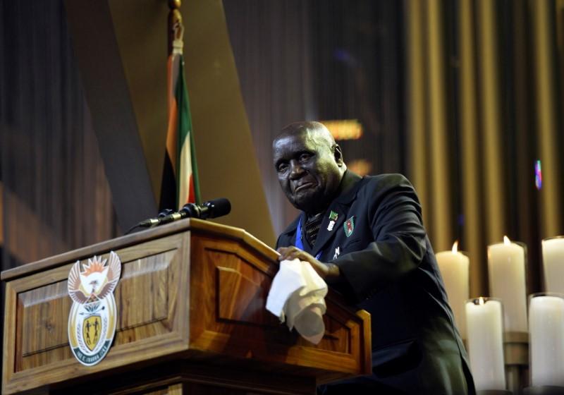 L'ancien président de la Zambie, Kenneth Kaunda, s'exprime lors des funérailles de l'ancien président sud-africain Nelson Mandela à Qunu, le 15 décembre 2013. REUTERS/Odd Andersen/Pool/File Photo