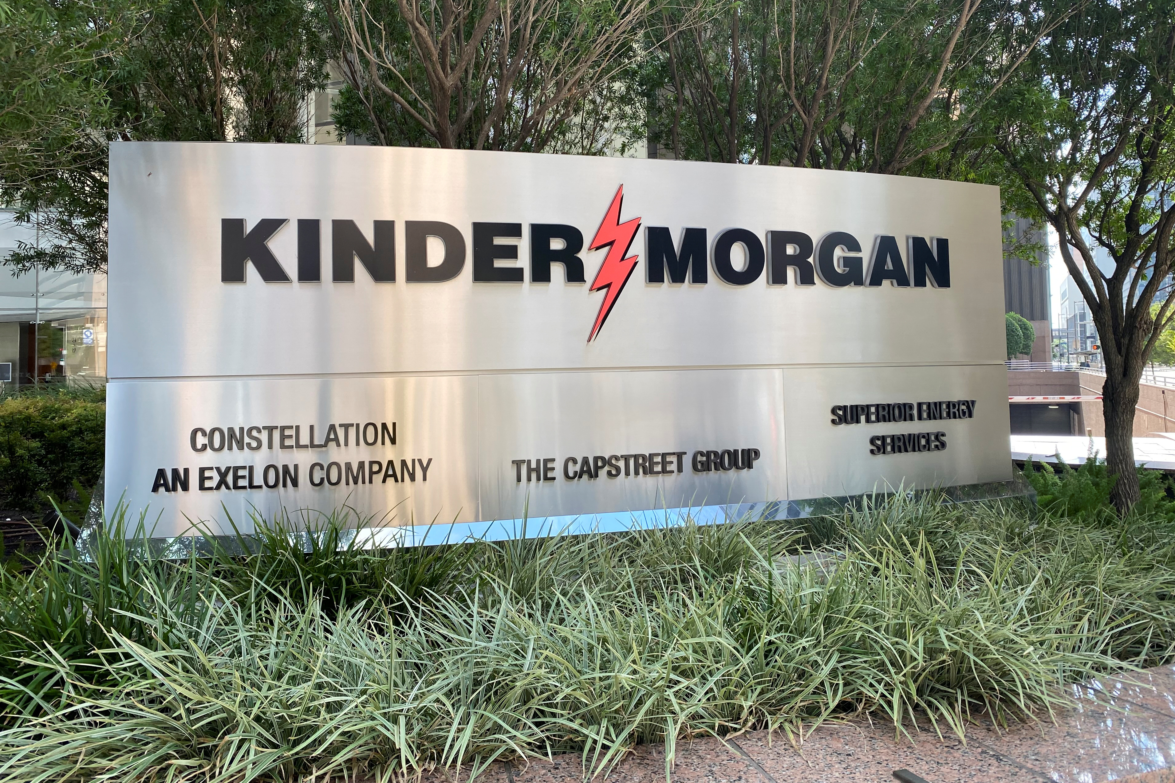 The headquarters of U.S. energy exporter and pipeline operator Kinder Morgan Inc. is seen in Houston, Texas, U.S. REUTERS/Gary McWilliams