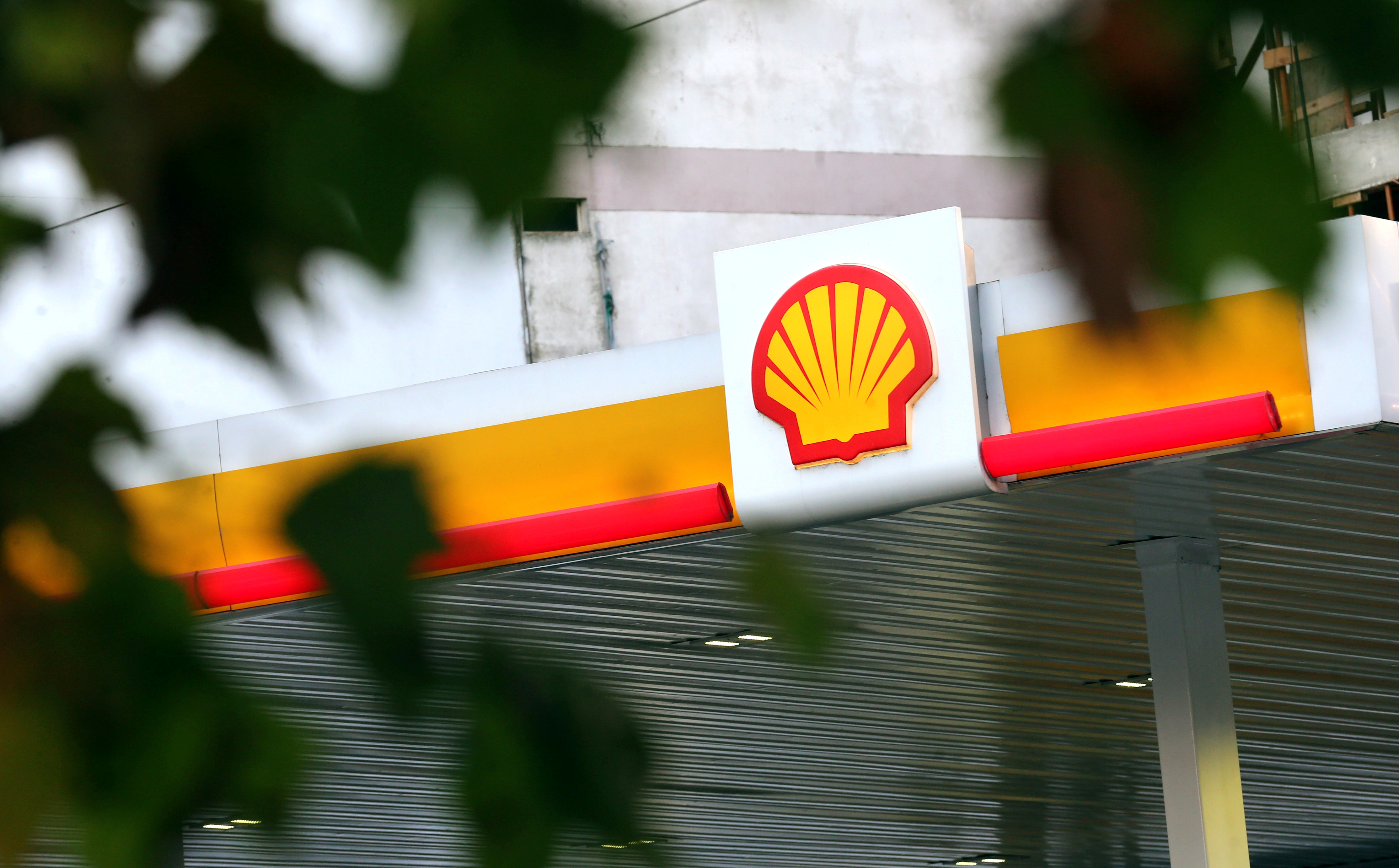 A Shell logo is seen at a gas station in Buenos Aires, Argentina, March 12, 2018. REUTERS/Marcos Brindicci