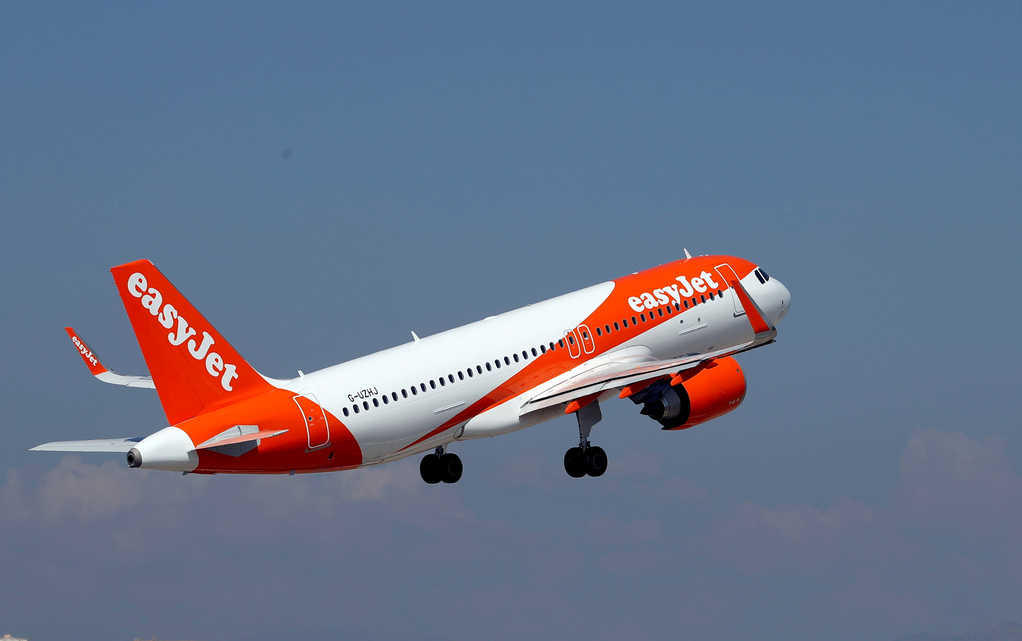 An easyJet Airbus A320-251N takes off from Nice international airport in Nice, France, September 19, 2018.  REUTERS/Eric Gaillard