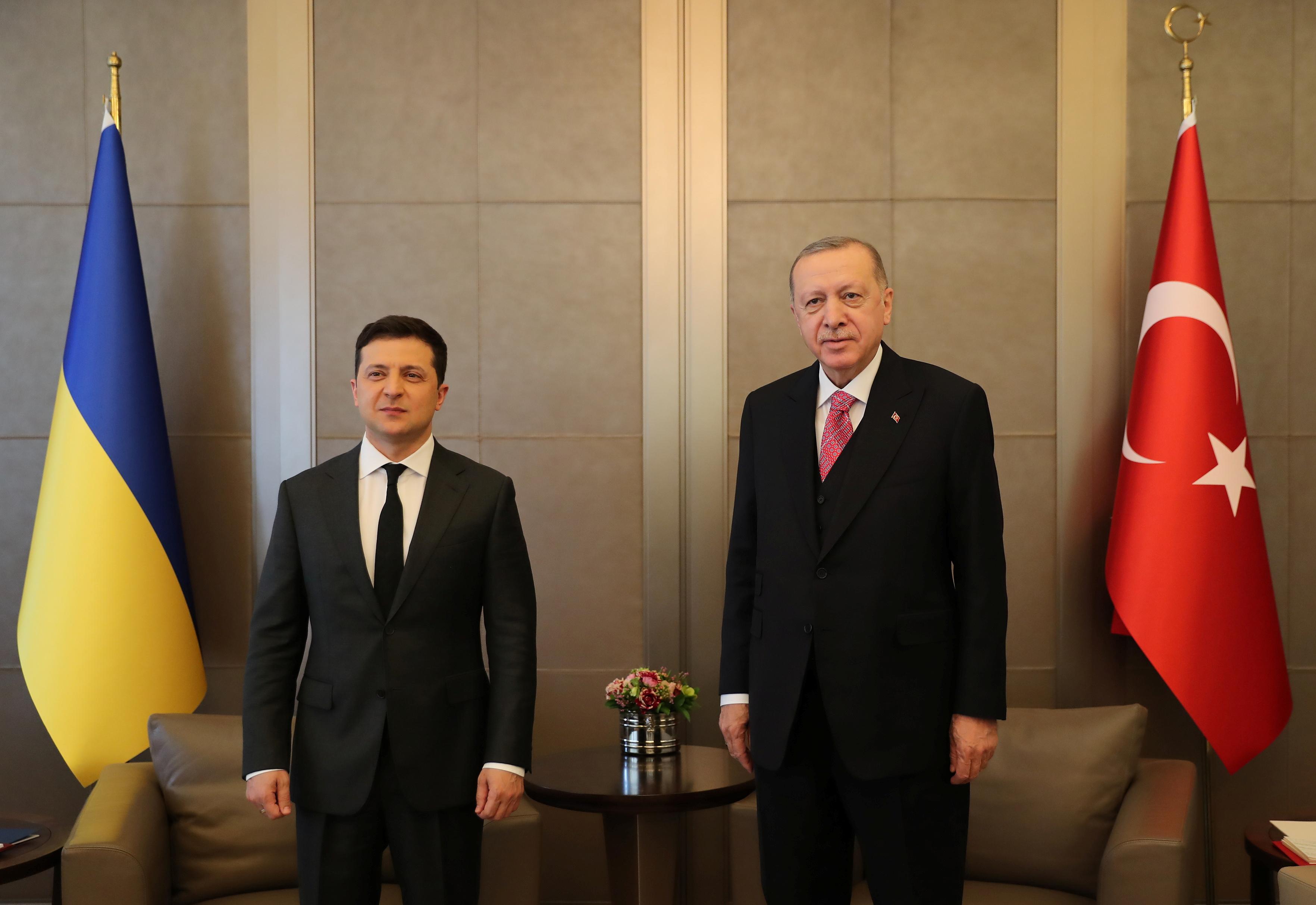 Turkish President Tayyip Erdogan meets with Ukraine's President Volodymyr Zelenskiy in Istanbul, Turkey, April 10, 2021. Murat Cetinmuhurdar/Presidential Press Office/Handout via REUTERS