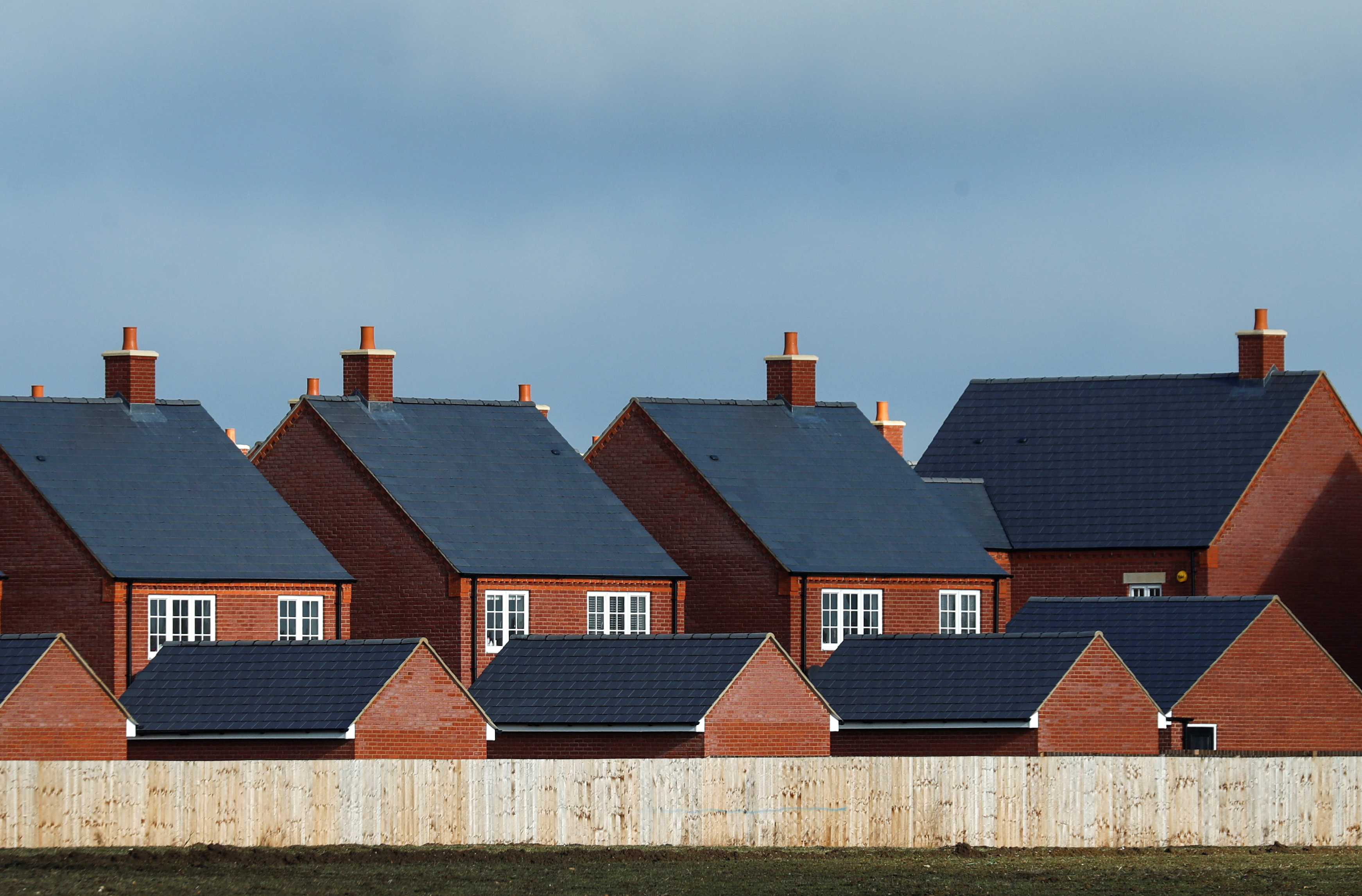 New residential homes are seen at a housing estate in Aylesbury, Britain, February 7, 2017.  REUTERS/Eddie Keogh/File Photo