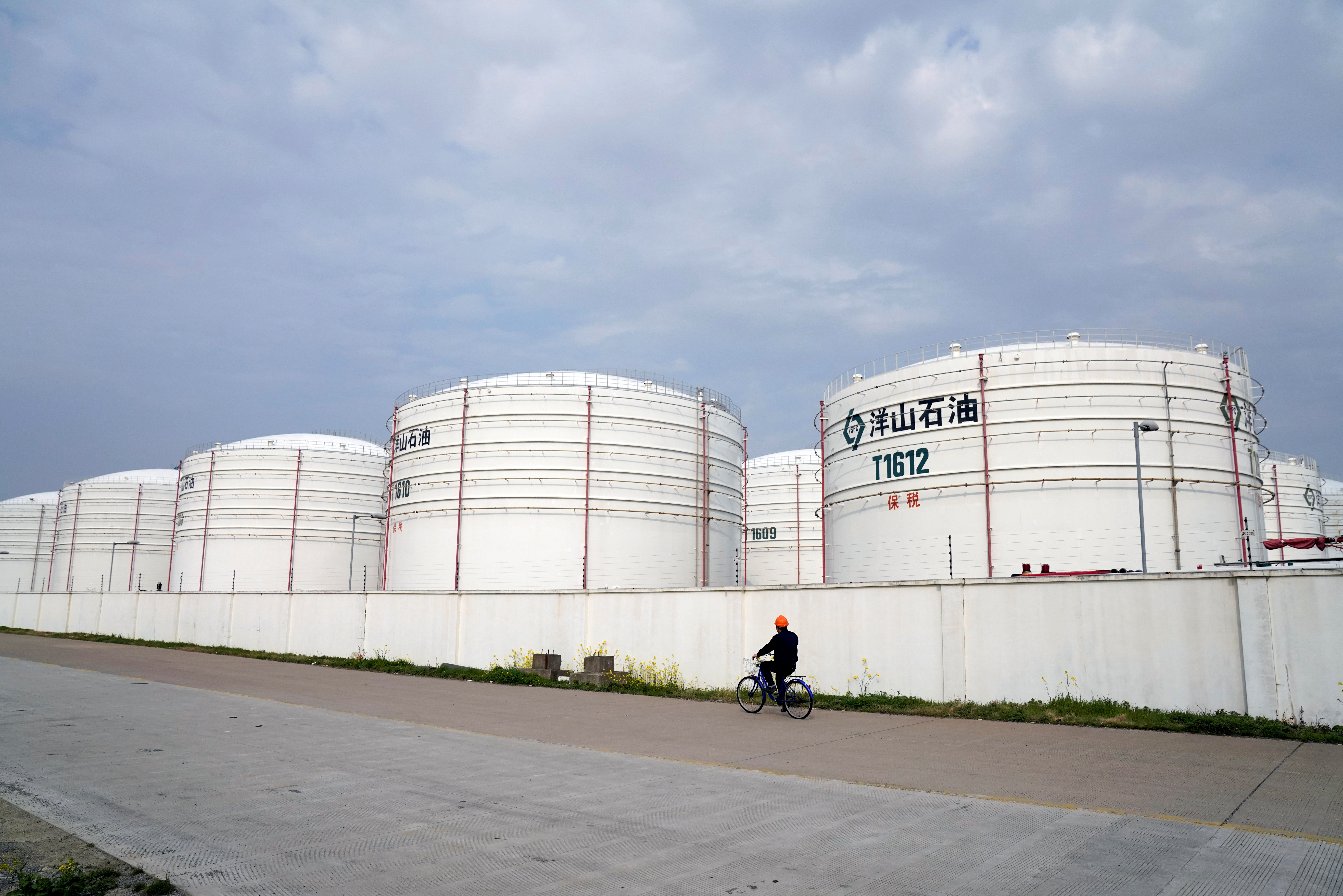 Oil tanks are seen at an oil warehouse at Yangshan port in Shanghai, China March 14, 2018. REUTERS/Aly Song/File Photo