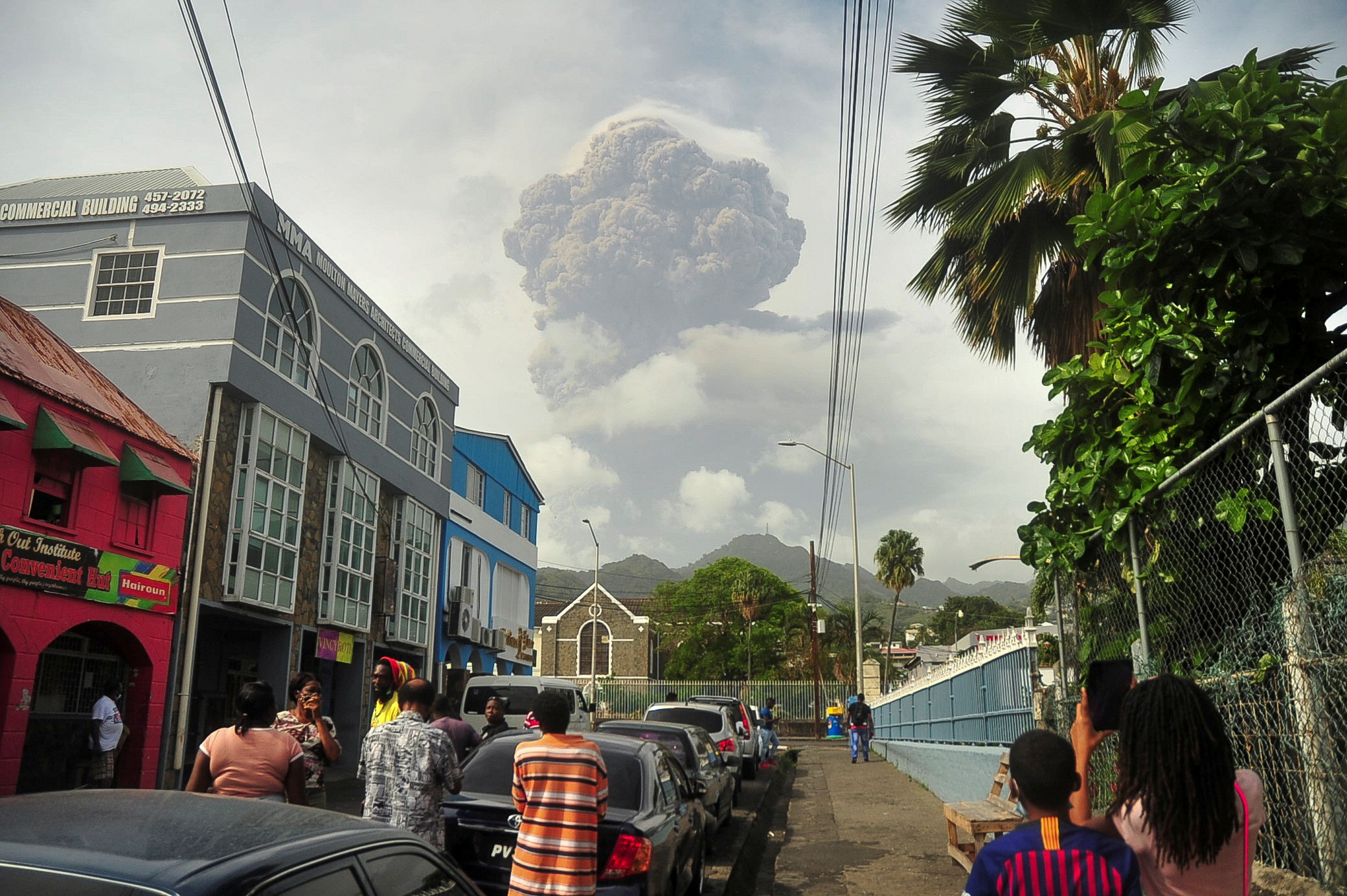 Ash and smoke billow as the La Soufriere volcano erupts in Kingstown on the eastern Caribbean island of St. Vincent April 9, 2021.  REUTERS/Robertson S. Henry/File Photo