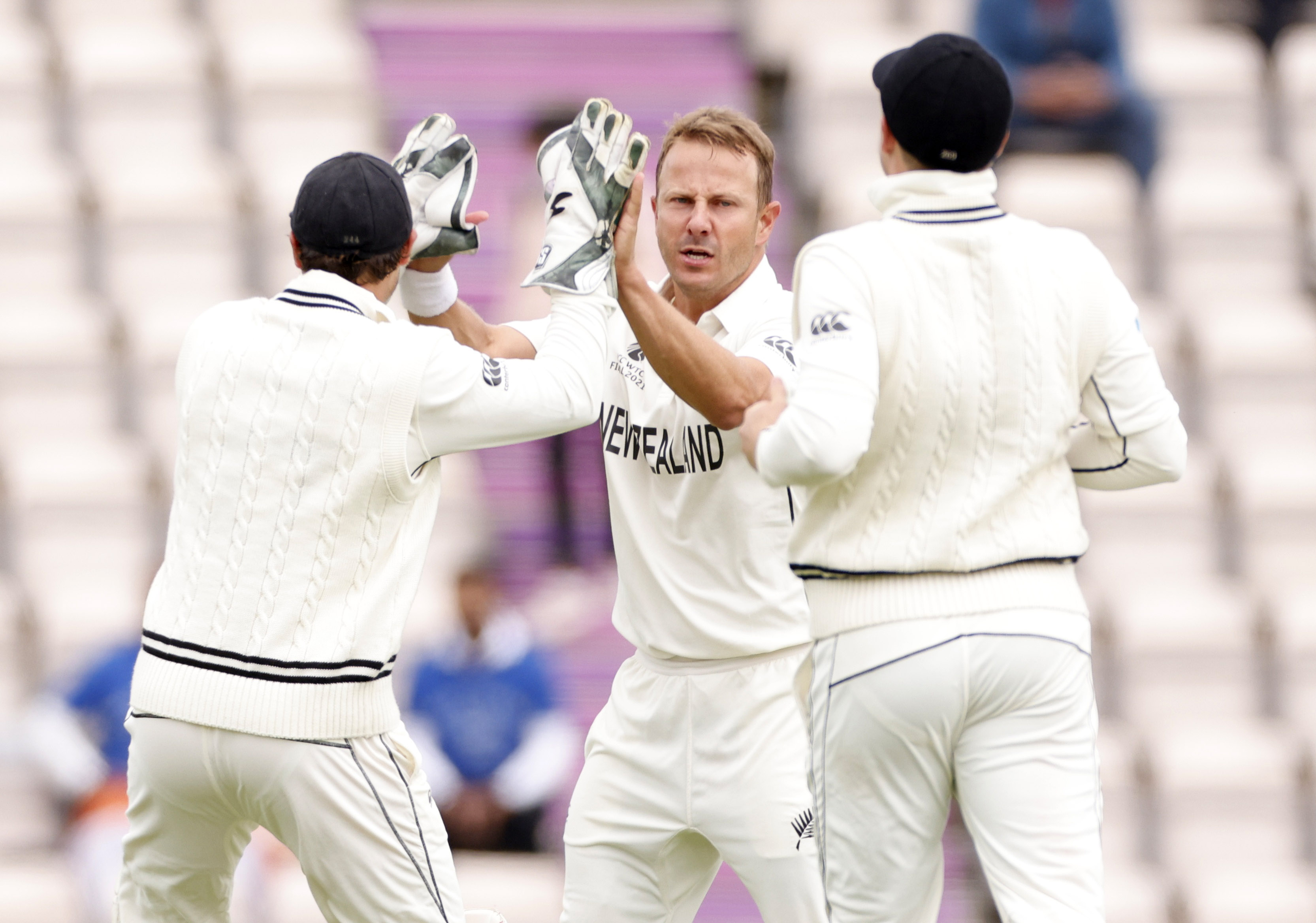 Cricket - ICC World Test Championship Final - India v New Zealand - Rose Bowl, Southampton, Britain - June 20, 2021 New Zealand's Neil Wagner celebrates with teammates after taking the wicket of India's Ajinkya Rahane Action Images via Reuters/John Sibley