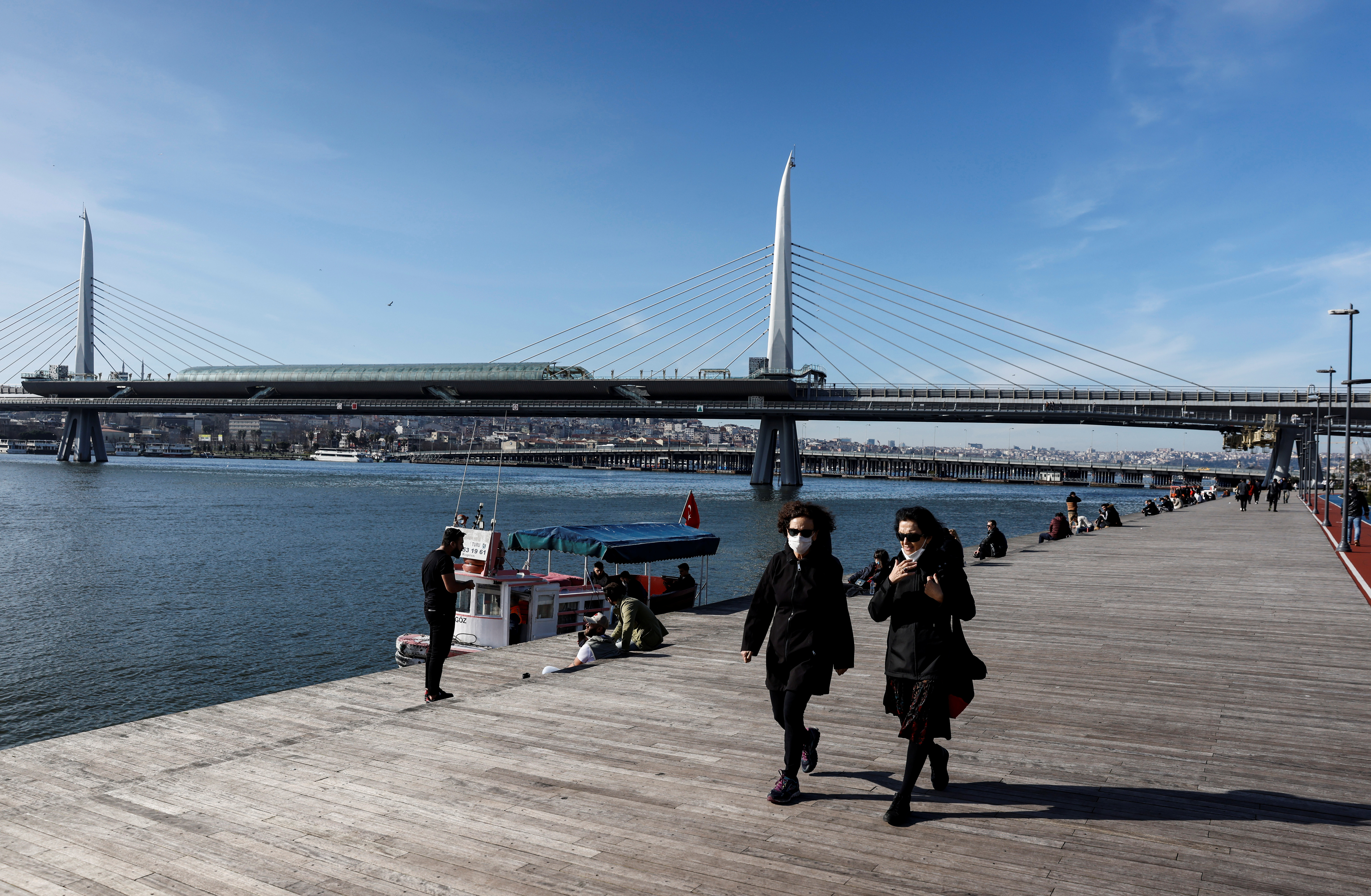 Tourists enjoy a sunny day during a two-day curfew amid the spread of the coronavirus disease (COVID-19), in Istanbul, Turkey, January 31, 2021. REUTERS/Umit Bektas