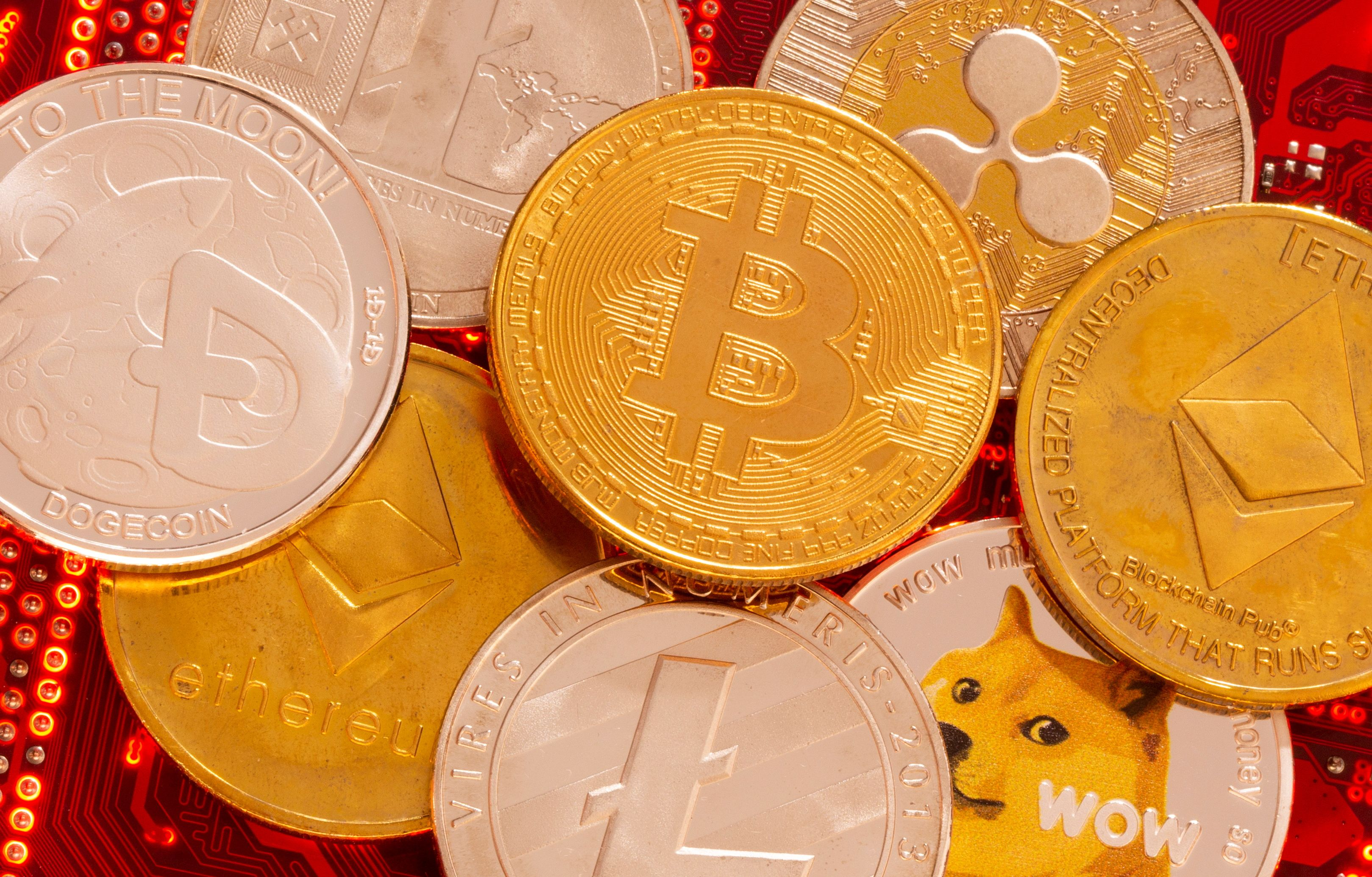 White House weighs broader oversight of cryptocurrency market | Reuters
