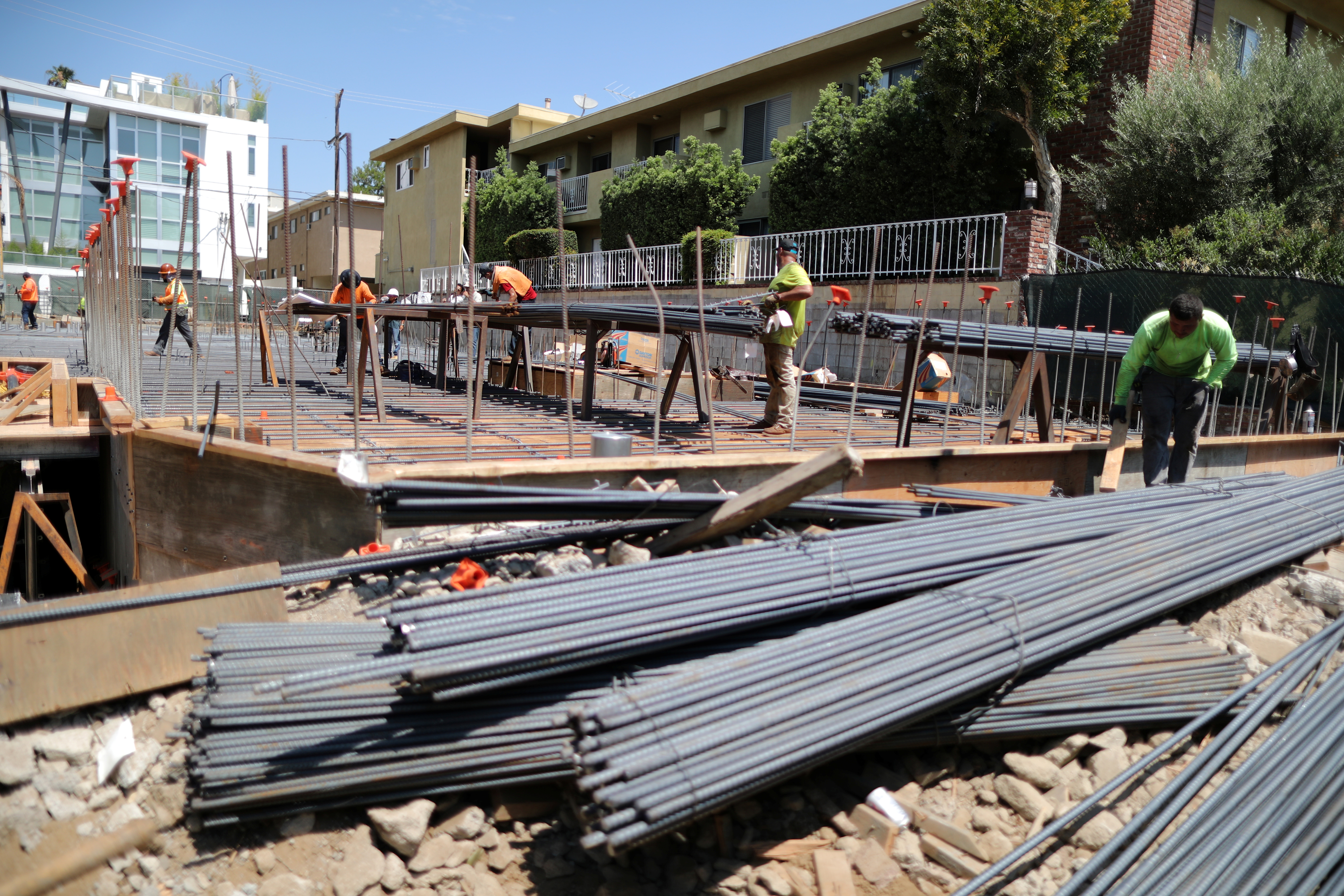 A new apartment building housing construction site is seen in Los Angeles, California, U.S. July 30, 2018. REUTERS/Lucy Nicholson/File Photo