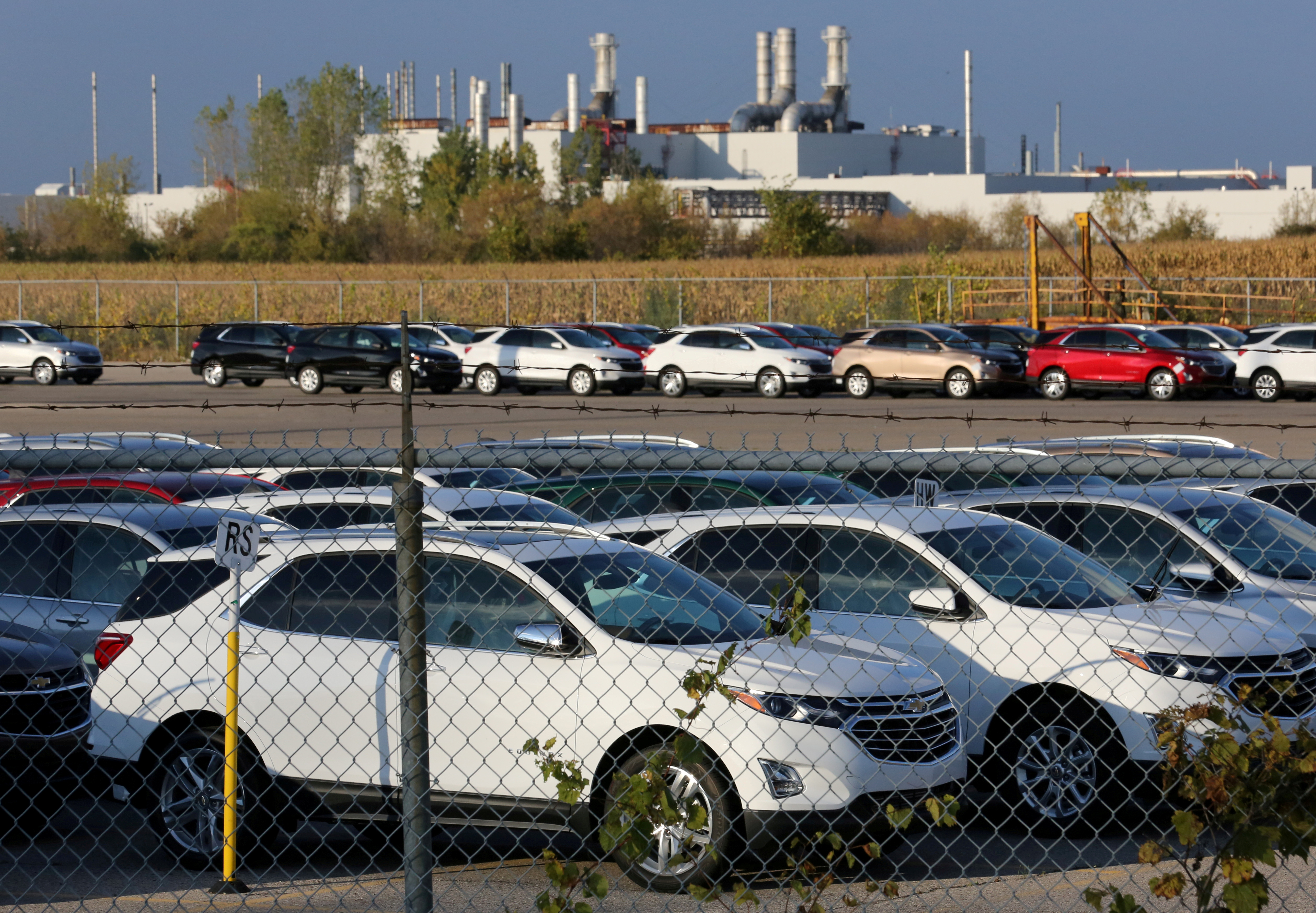 Chevrolet Equinox SUVs are parked awaiting shipment near the General Motors Co (GM) CAMI assembly plant in Ingersoll, Ontario, Canada October 13, 2017. REUTERS/Chris Helgren
