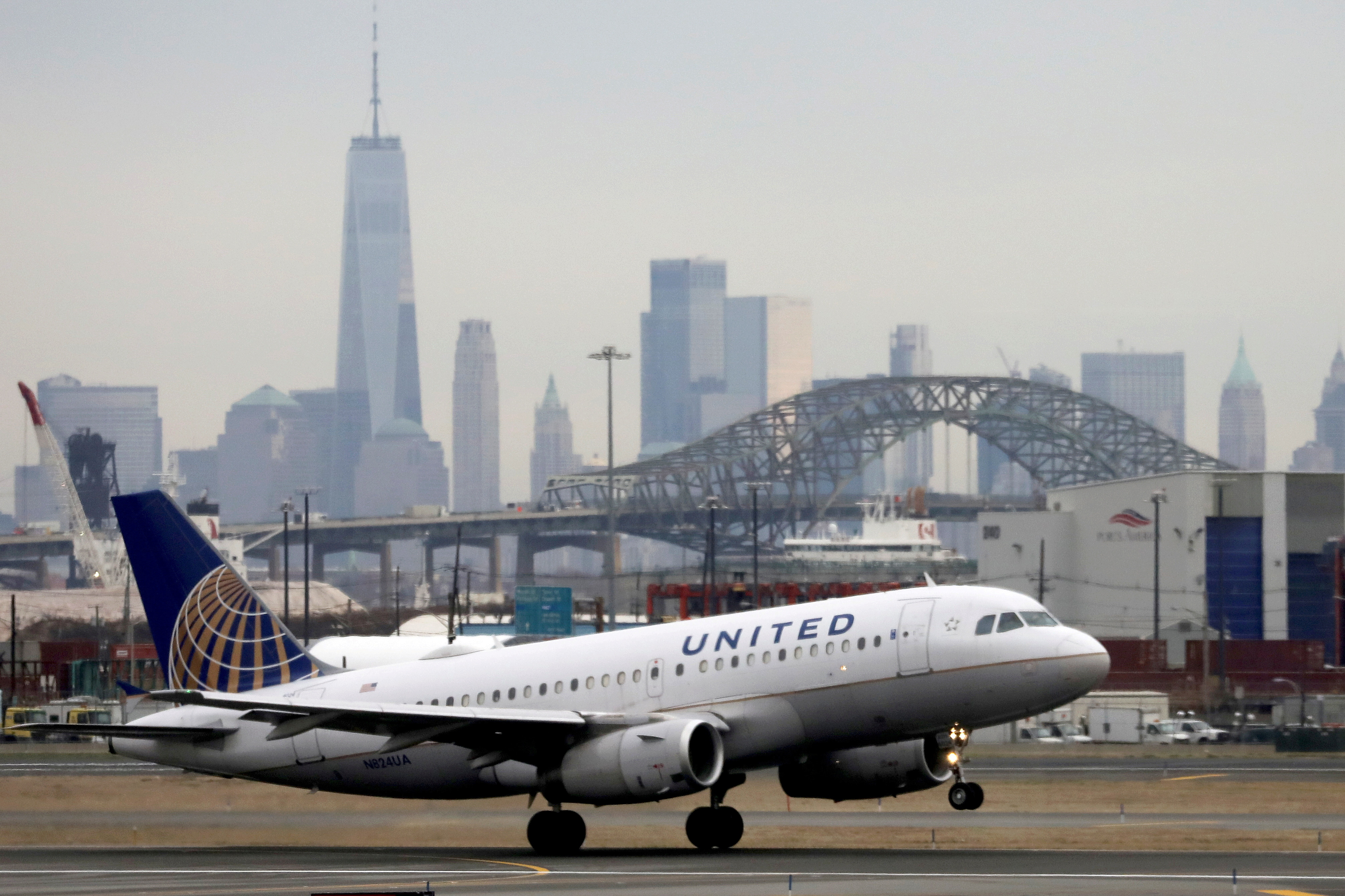 A United Airlines passenger jet takes off with New York City as a backdrop, at Newark Liberty International Airport. December 6, 2019. REUTERS/Chris Helgren