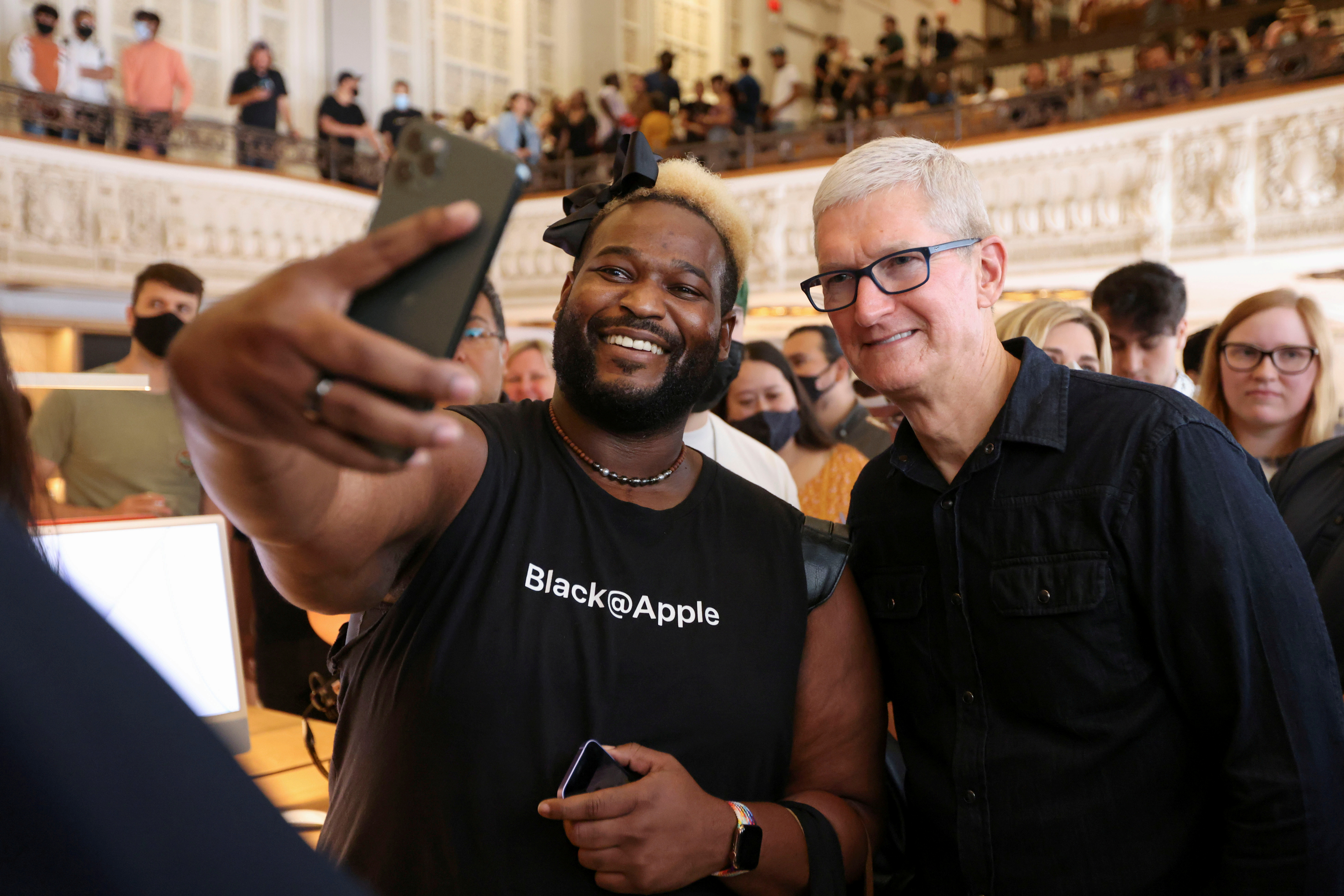 Apple CEO Tim Cook poses for a photo as he walks around the new Apple Store on Broadway in downtown Los Angeles, California, U.S., June 24. 2021. REUTERS/Lucy Nicholson