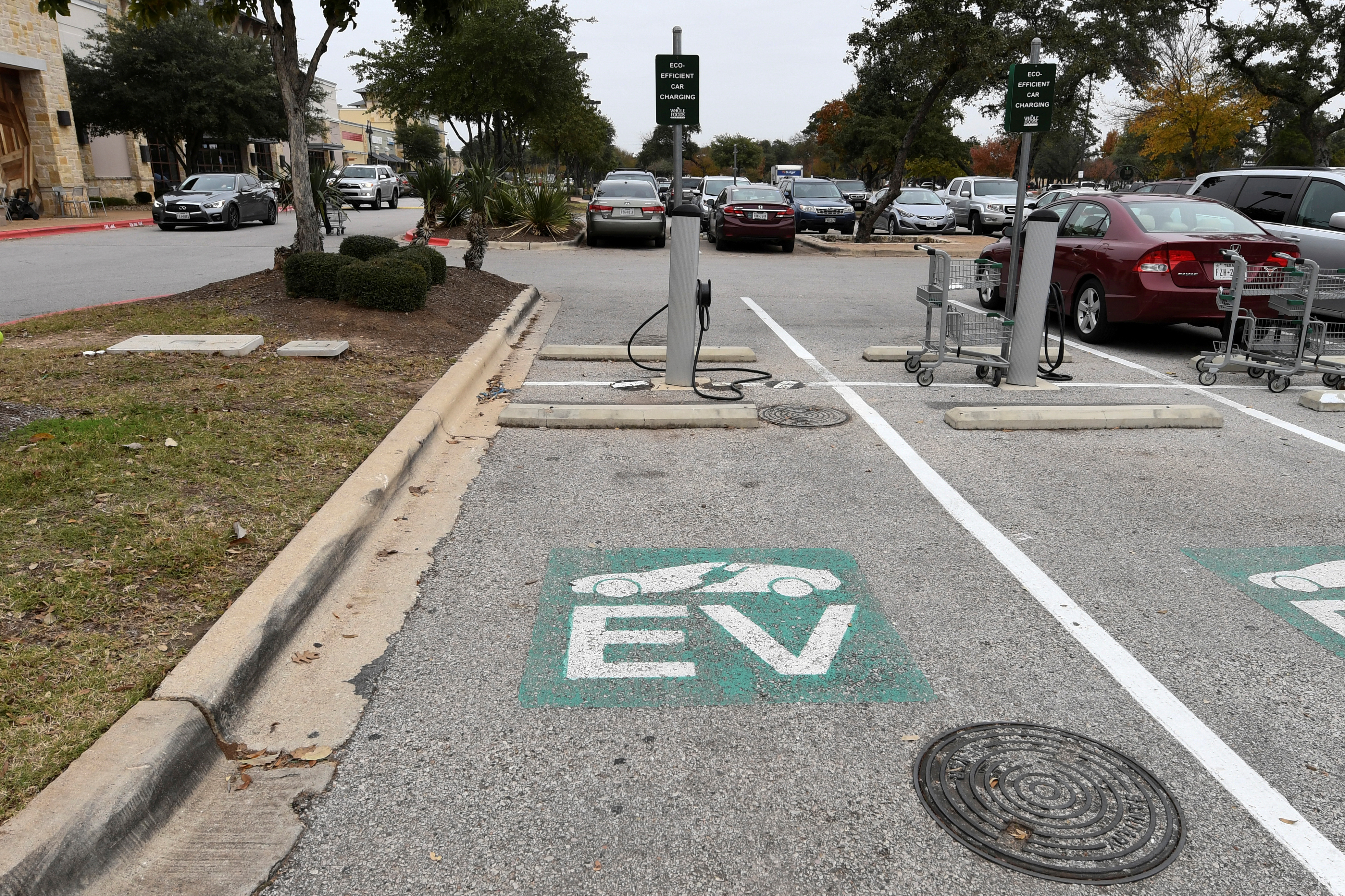 An electric vehicle (EV) fast charging station is seen in the parking lot of a Whole Foods Market in Austin, Texas, U.S., December 14, 2016.  REUTERS/Mohammad Khursheed/File Photo
