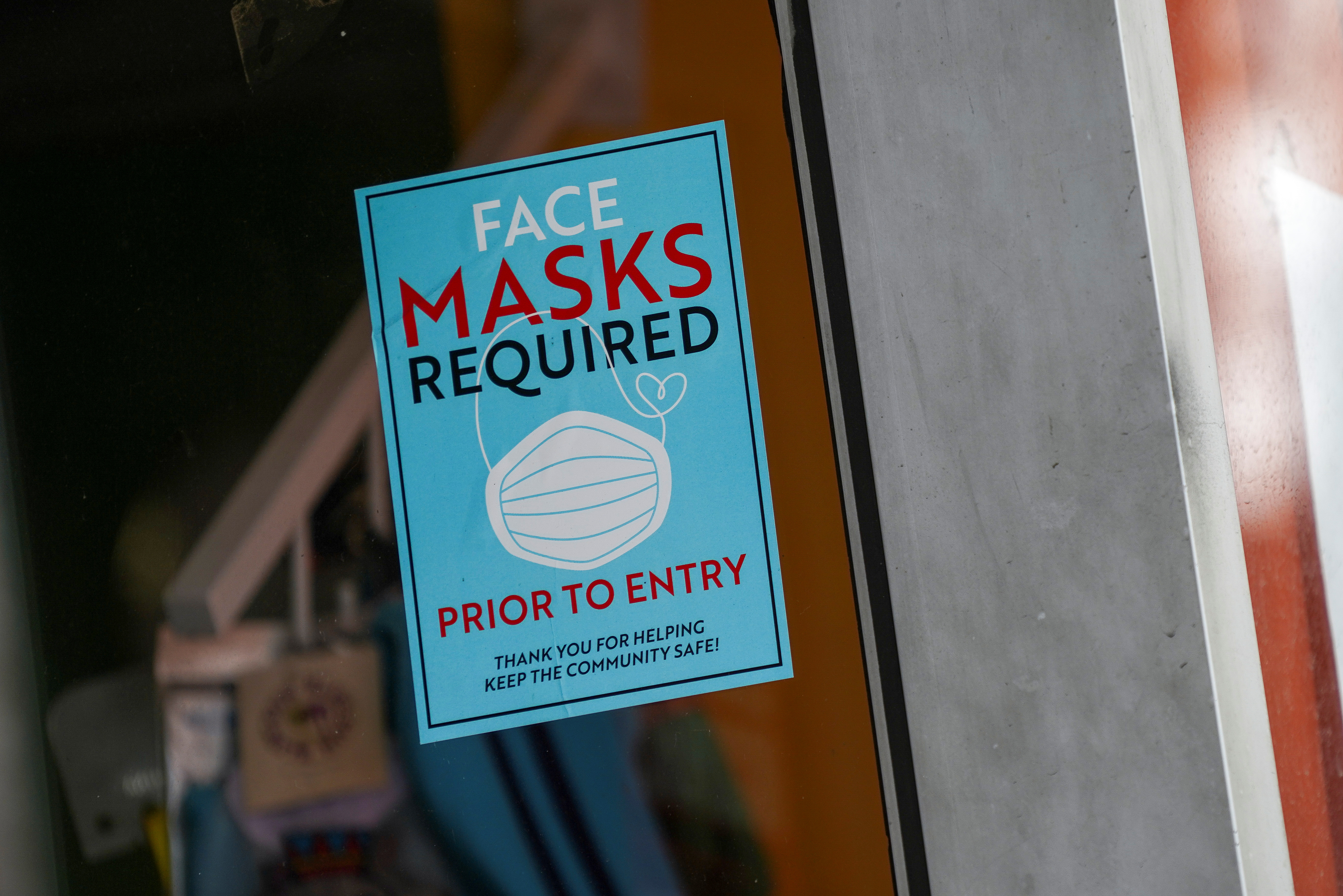 A sign at the entry to a beauty salon informs of mask requirement due to the coronavirus disease (COVID-19) measures in the Bronx borough of New York City, U.S., July 27, 2021.  REUTERS/David 'Dee' Delgado