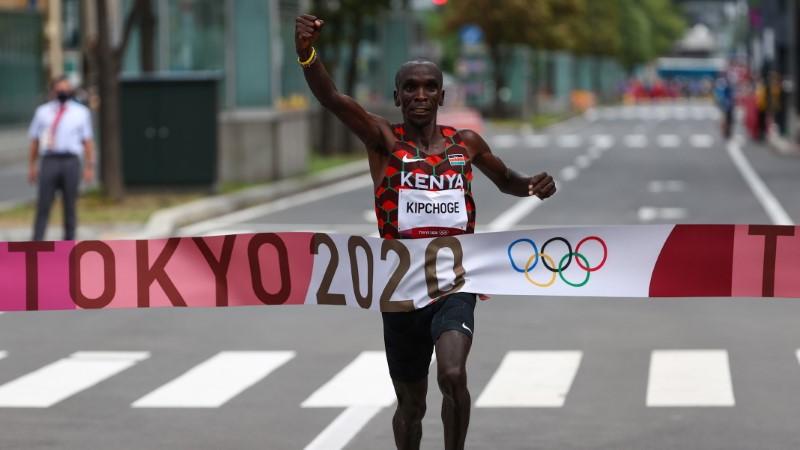 Tokyo 2020 Olympics - Athletics - Men's Marathon - Sapporo Odori Park, Sapporo, Japan - August 8, 2021. Eliud Kipchoge of Kenya crosses the finish line to win gold REUTERS/Kim Hong-Ji
