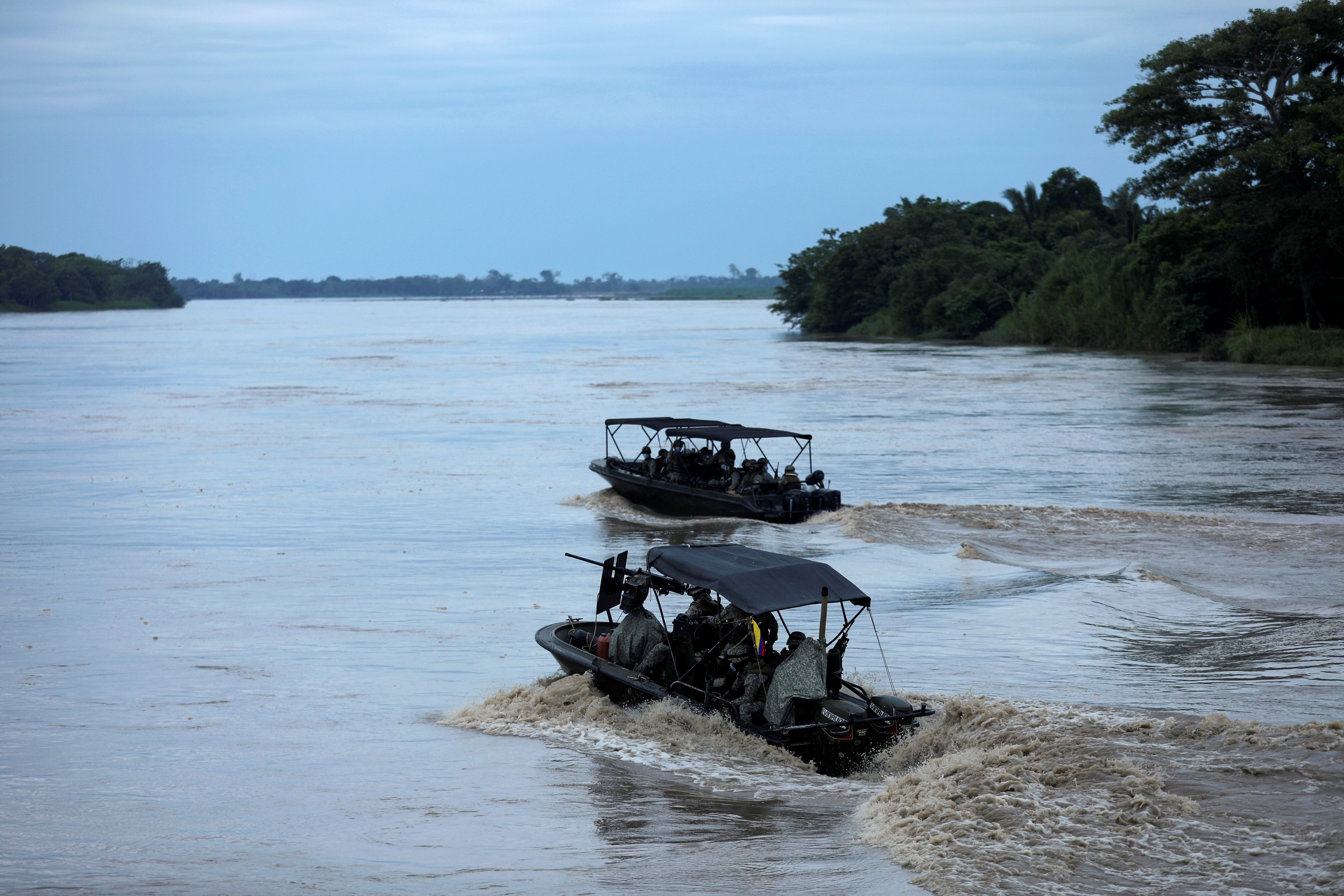 Colombian soldiers patrol by boat on the Arauca River, at the border between Colombia and Venezuela, as seen from Arauquita, Colombia March 28, 2021. REUTERS/Luisa Gonzalez