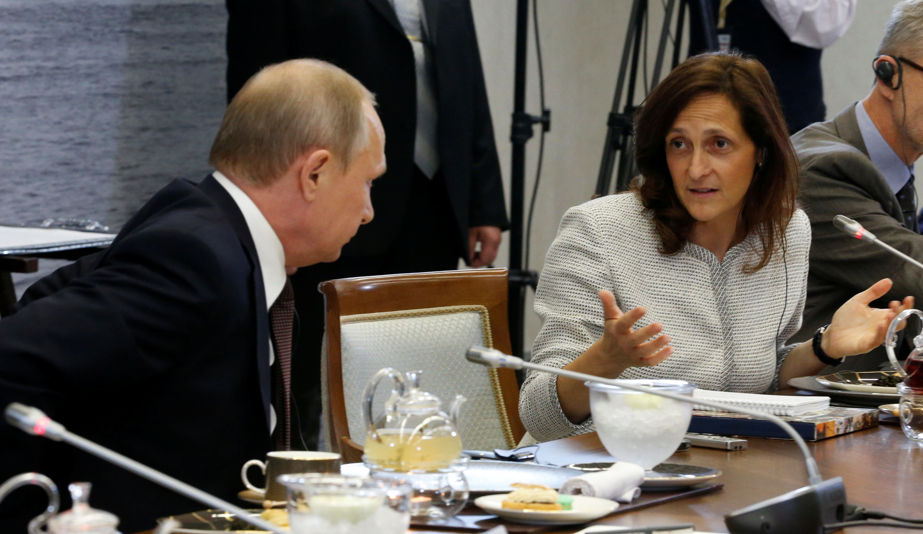 Russian President Vladimir Putin and Global News Editor of Reuters Alessandra Galloni attend a meeting with heads of leading global news agencies as part of the St. Petersburg International Economic Forum 2016 (SPIEF 2016) in St. Petersburg, Russia, June 17, 2016.  REUTERS/Grigory Dukor/File Photo