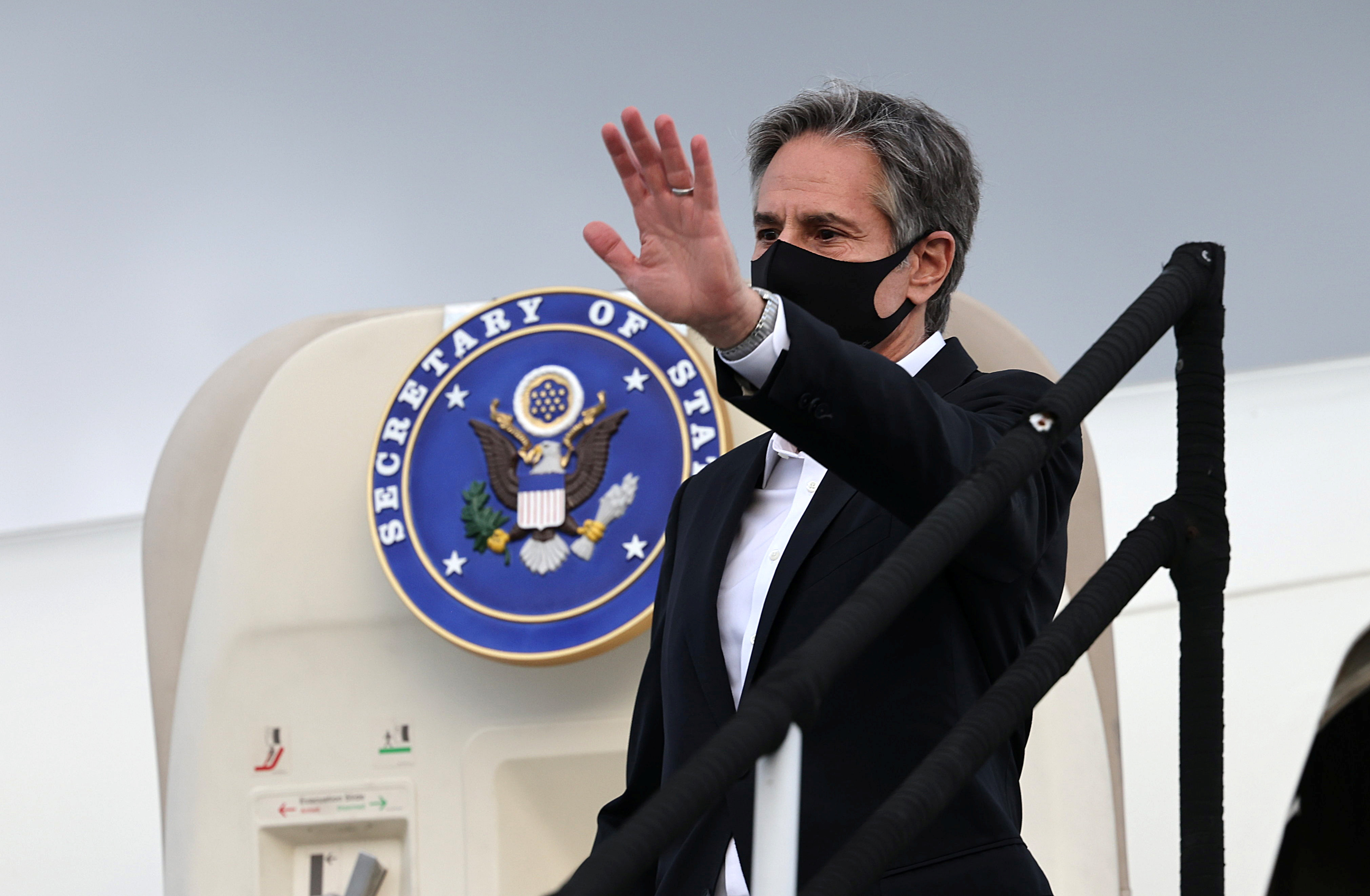 U.S. Secretary of State Antony Blinken waves as he departs from the airport at the end of his visit, in San Jose, Costa Rica June 2, 2021. REUTERS/Evelyn Hockstein