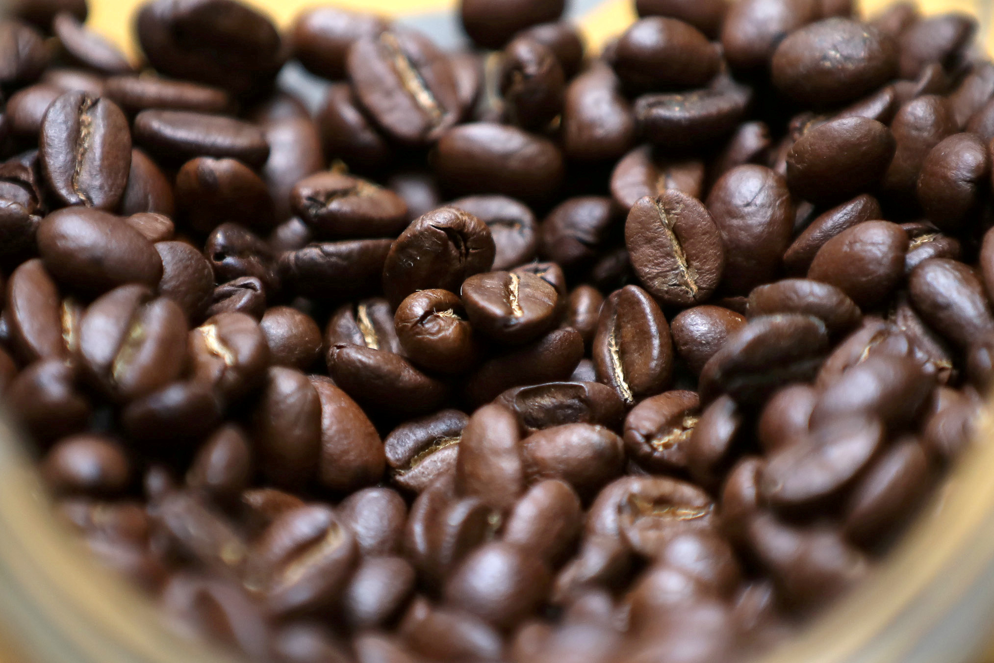 Roasted coffee beans are seen on display at a Juan Valdez store in Bogota, Colombia June 5, 2019. REUTERS/Luisa Gonzalez/File Photo