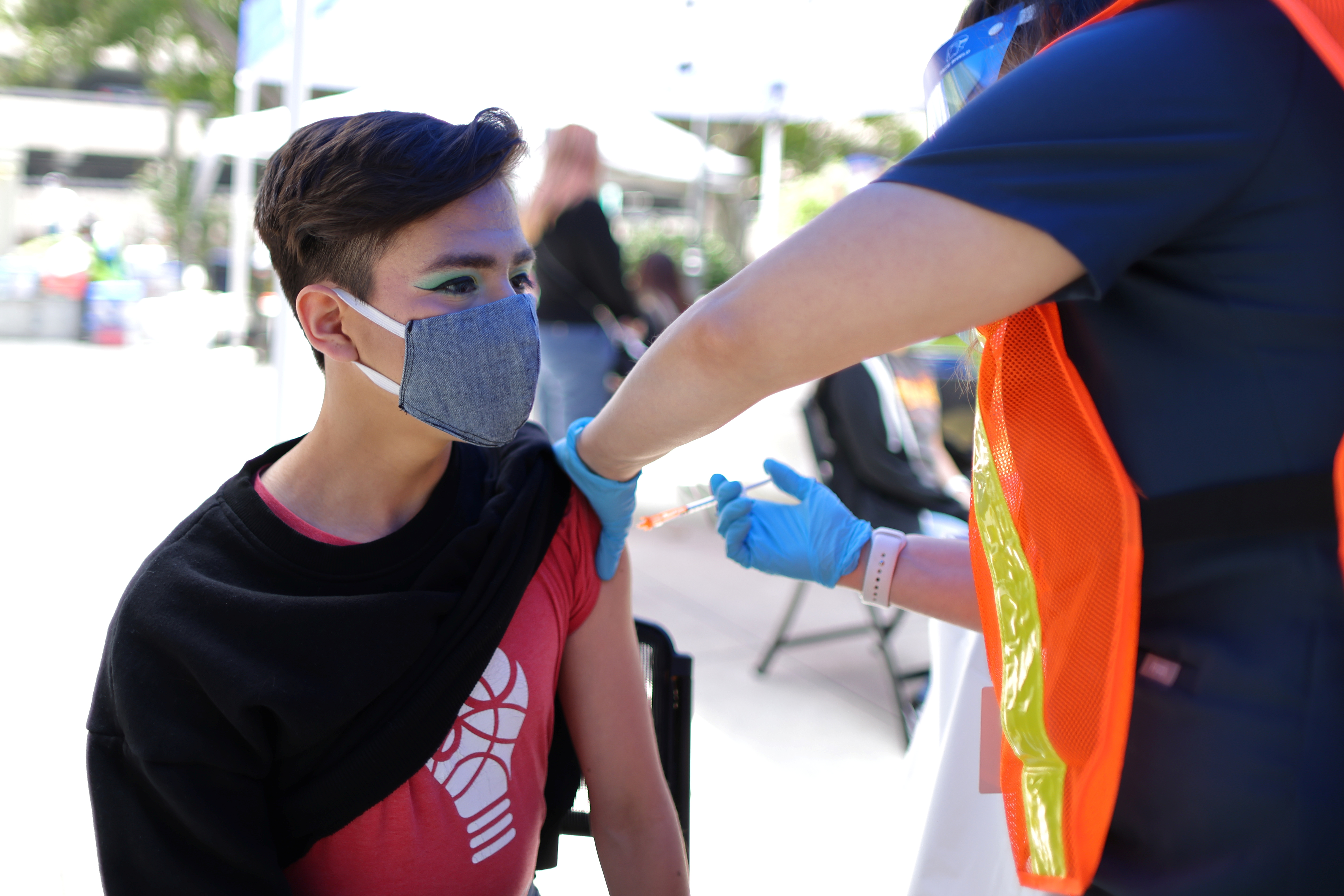 Diego Cervantes, 16, receives a coronavirus disease (COVID-19) vaccination at a vaccine clinic for newly eligible 12 to 15-year-olds in Pasadena, California, U.S., May 14, 2021. REUTERS/Lucy Nicholson