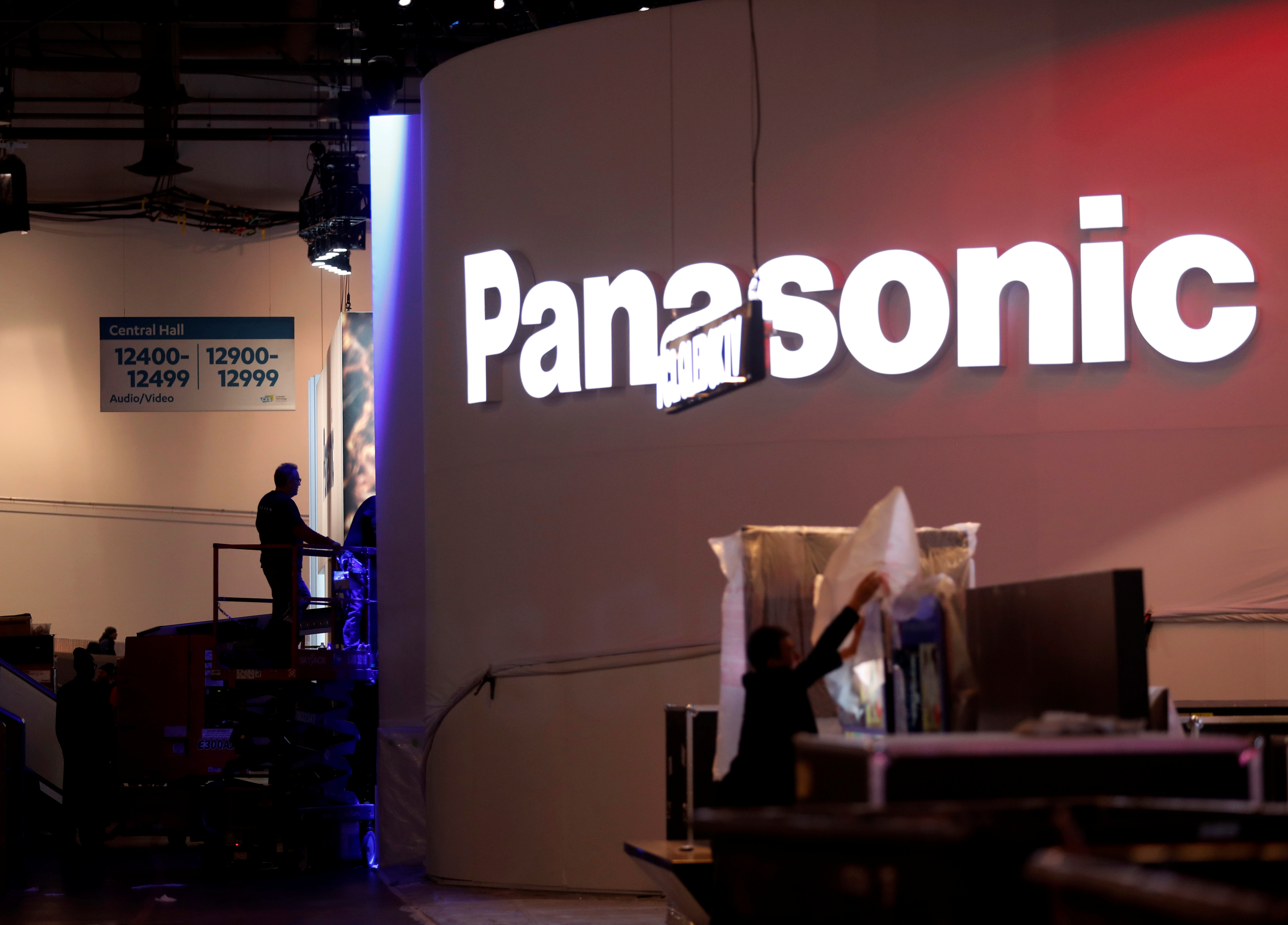 Workers set up a Panasonic booth at the Las Vegas Convention Center in preparation for 2019 CES in Las Vegas, Nevada, U.S. January 6, 2019. REUTERS/Steve Marcus