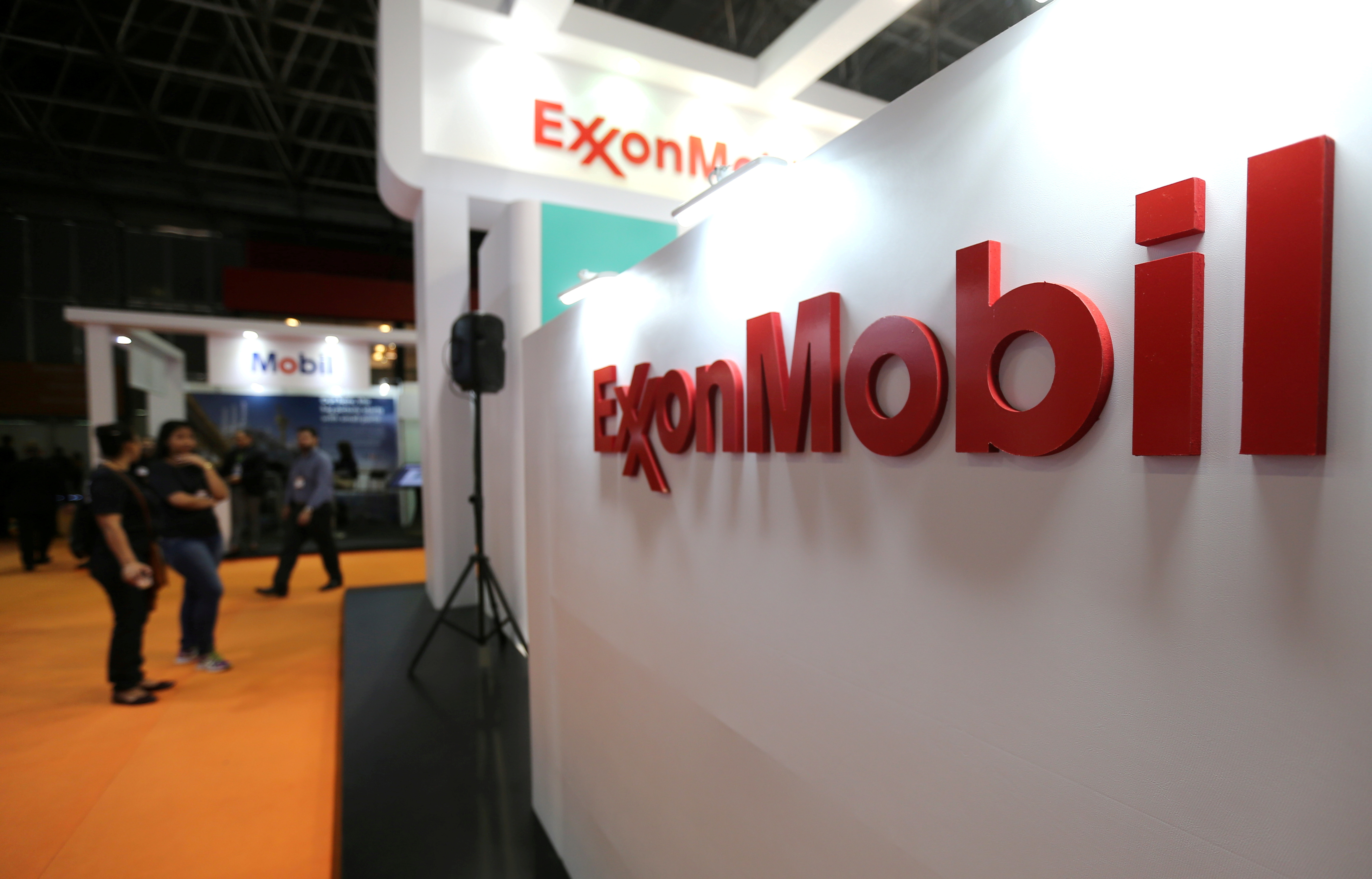 A logo of the Exxon Mobil Corp is seen at the Rio Oil and Gas Expo and Conference in Rio de Janeiro, Brazil September 24, 2018. REUTERS/Sergio Moraes/File Photo