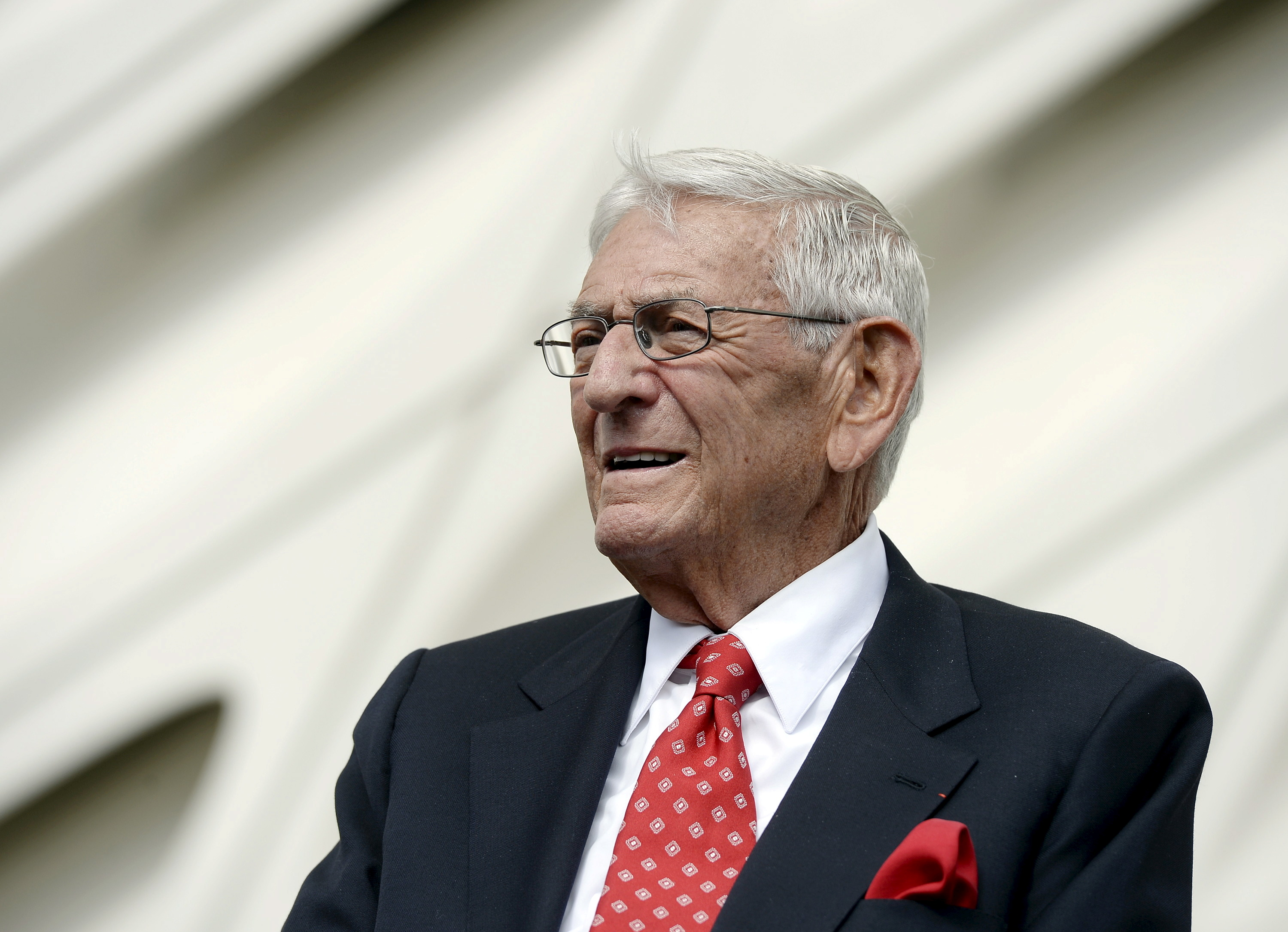 Eli Broad waits to speak during a media review of the Broad Museum in Los Angeles, California, September 16, 2015. REUTERS / Kevork Djansezian / File Photo