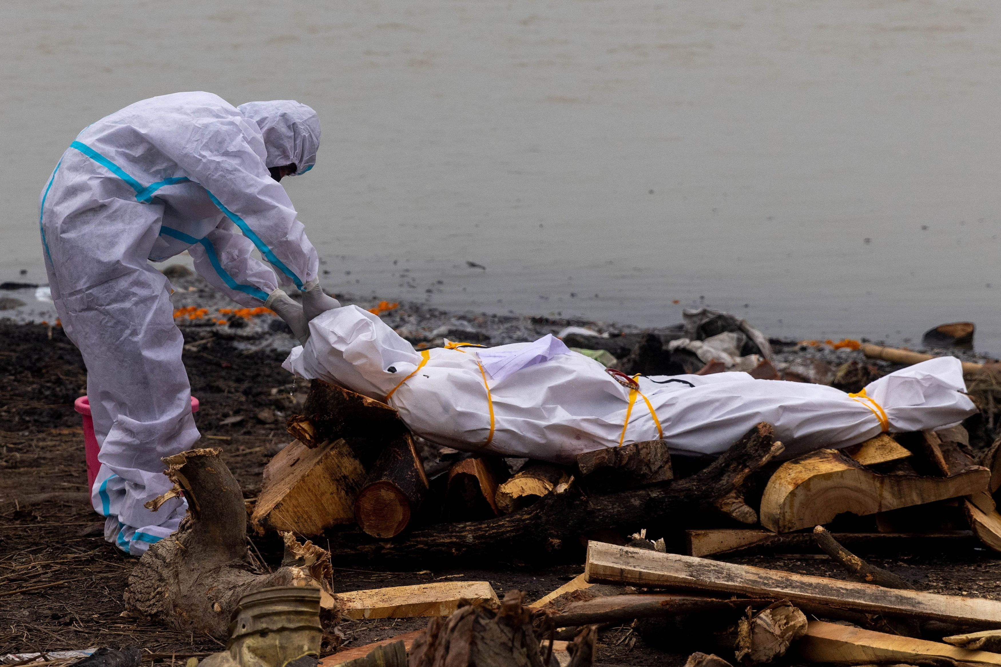 Bodies of COVID-19 victims among those dumped in India's Ganges -govt  document | Reuters