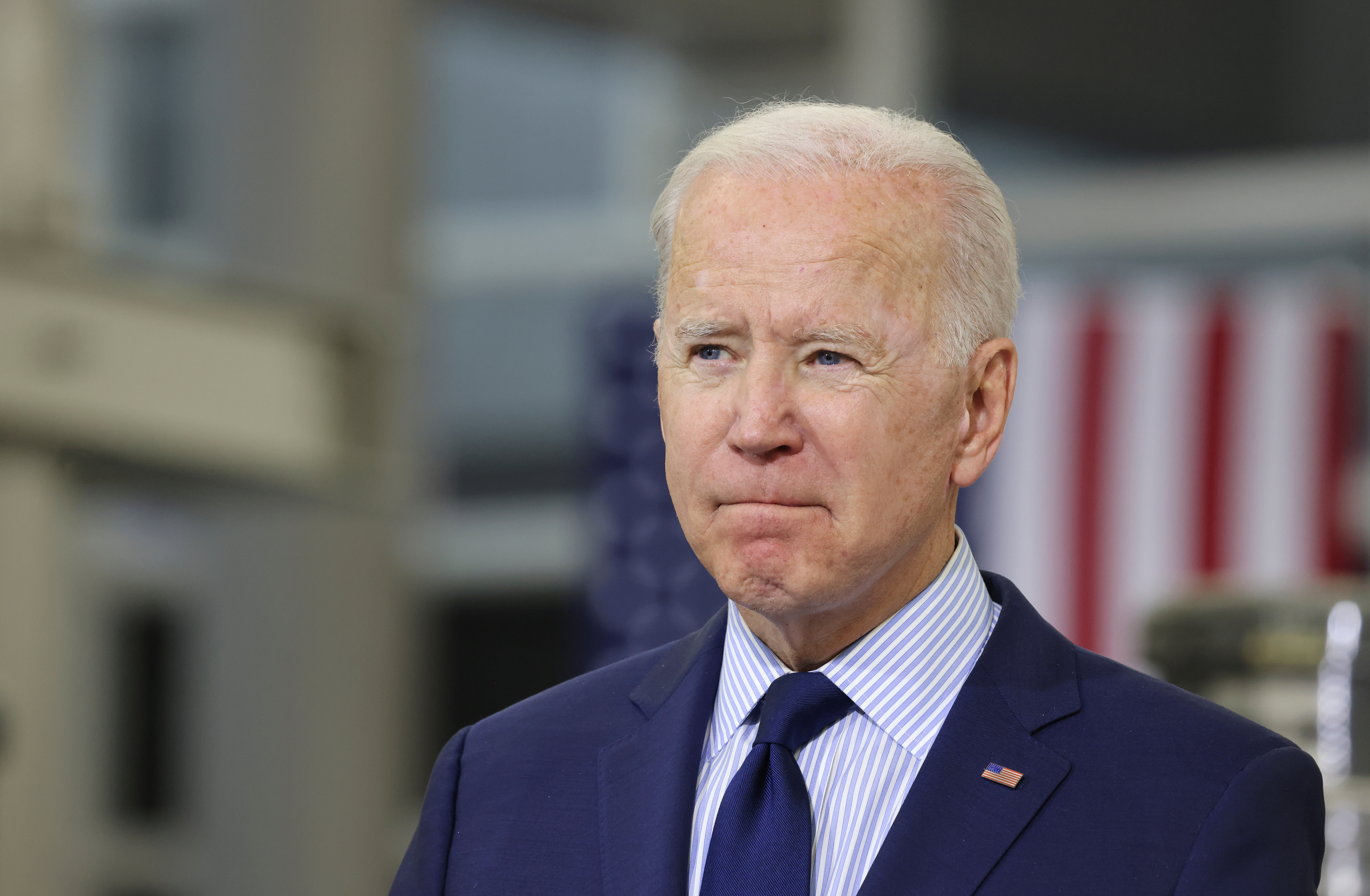 U.S. President Joe Biden delivers remarks on the economy during a visit to Cuyahoga Community College in Cleveland, Ohio, U.S., May 27, 2021. REUTERS/Evelyn Hockstein