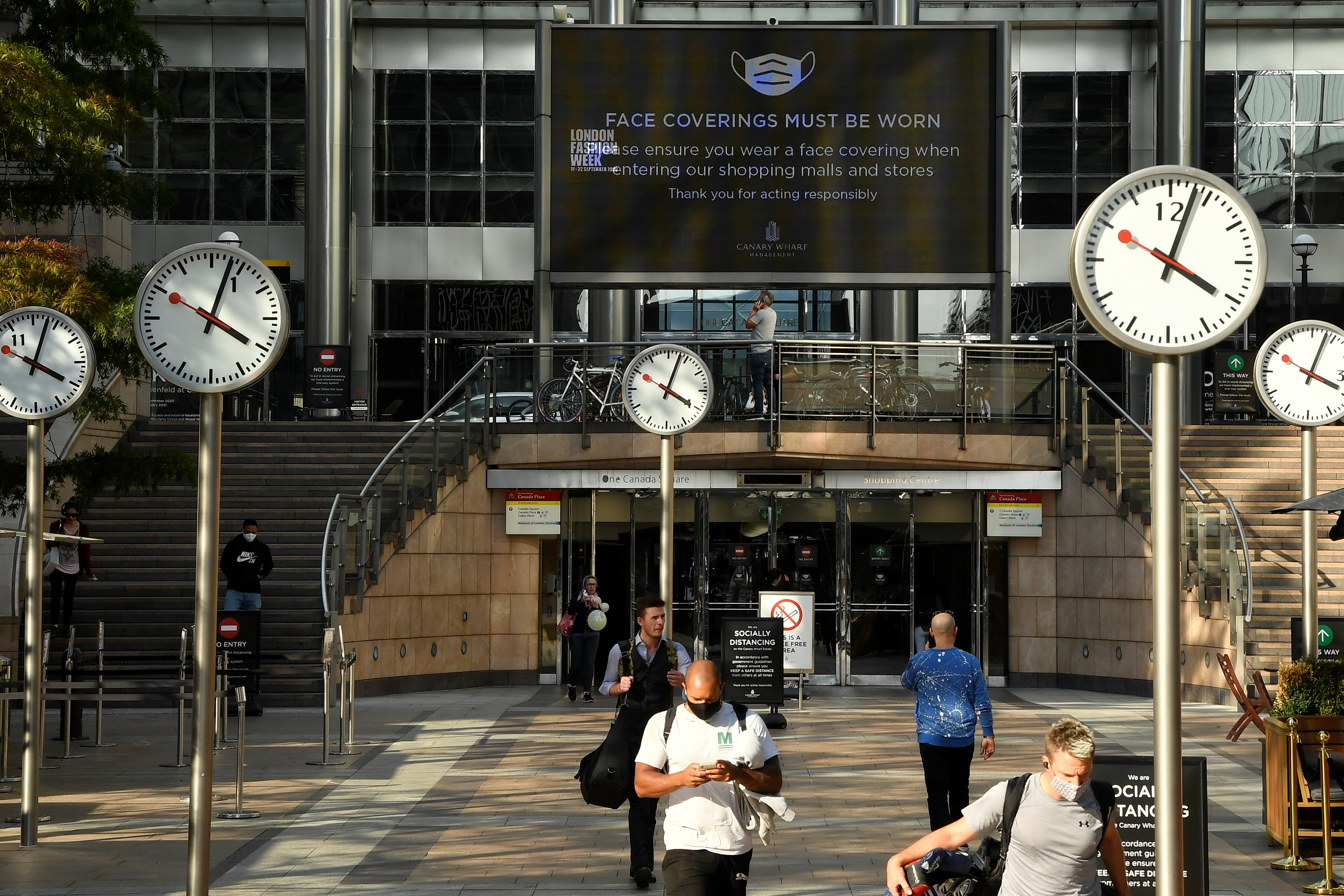 People walk in the Canary Wharf business district, amid the coronavirus disease (COVID-19) outbreak, in London, Britain, September 22, 2020. REUTERS/Toby Melville/File photo