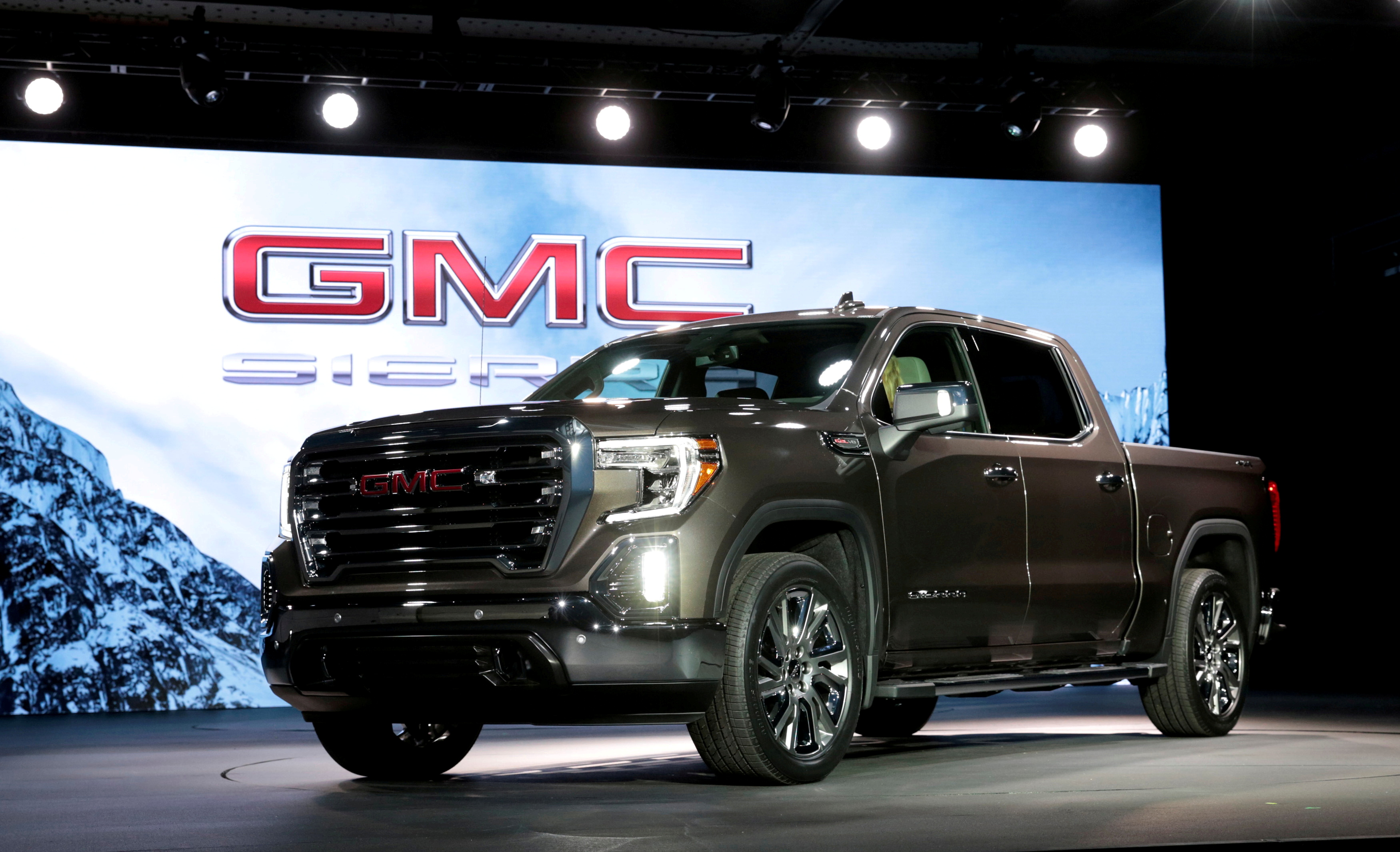 General Motors debuts the new 2019 GMC Sierra pickup truck at the Russell Industrial Center in Detroit, Michigan, U.S., March 1, 2018.   REUTERS/Rebecca Cook