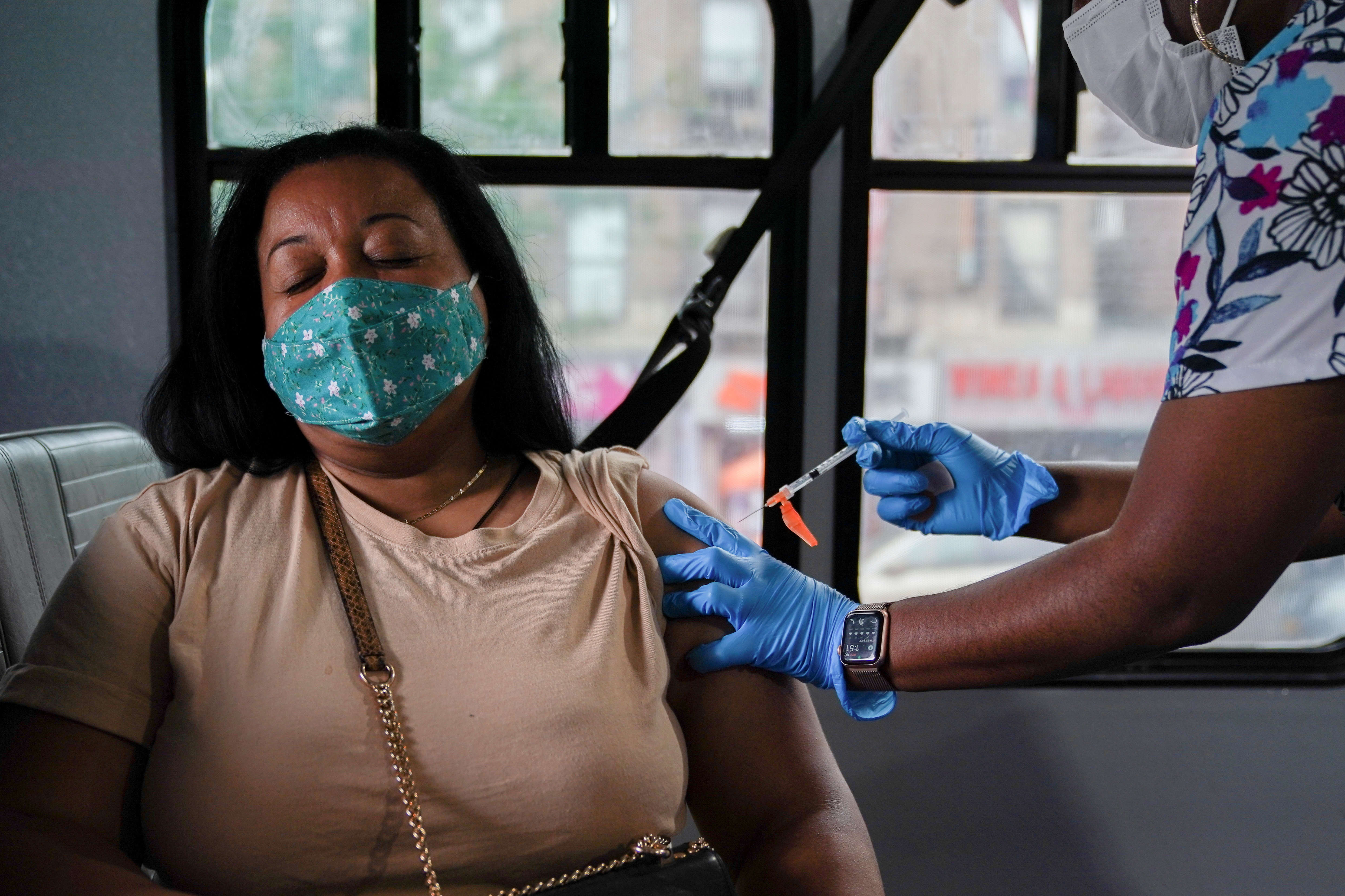 A person receives a dose of the Pfizer-BioNTech vaccine for the coronavirus disease (COVID-19), at a mobile inoculation site in the Bronx borough of New York City, New York, U.S., August 18, 2021.  REUTERS/David 'Dee' Delgado