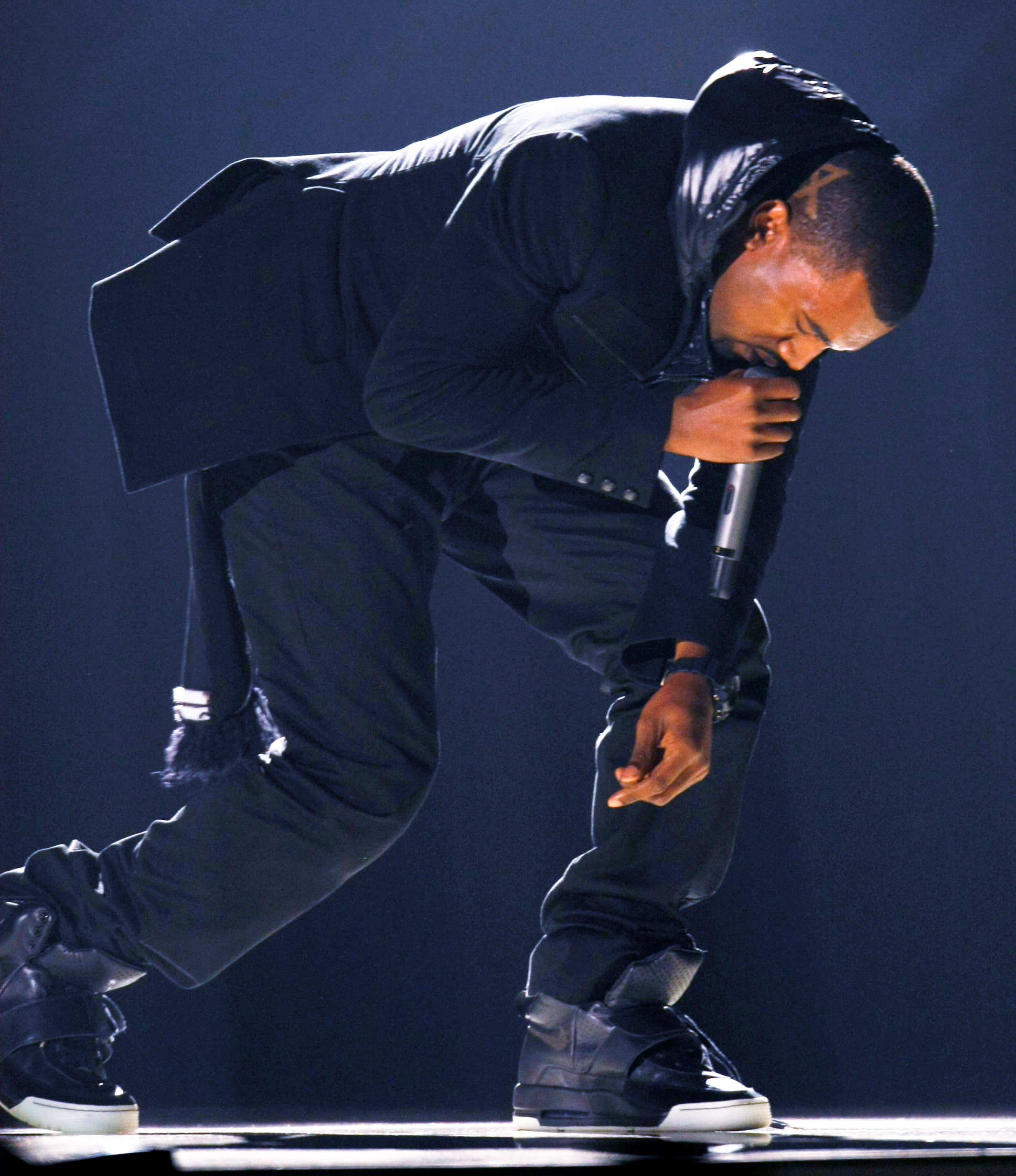 Kanye West performs at the 50th Annual Grammy Awards in Los Angeles February 10, 2008.   REUTERS/Mike Blake (UNITED STATES)