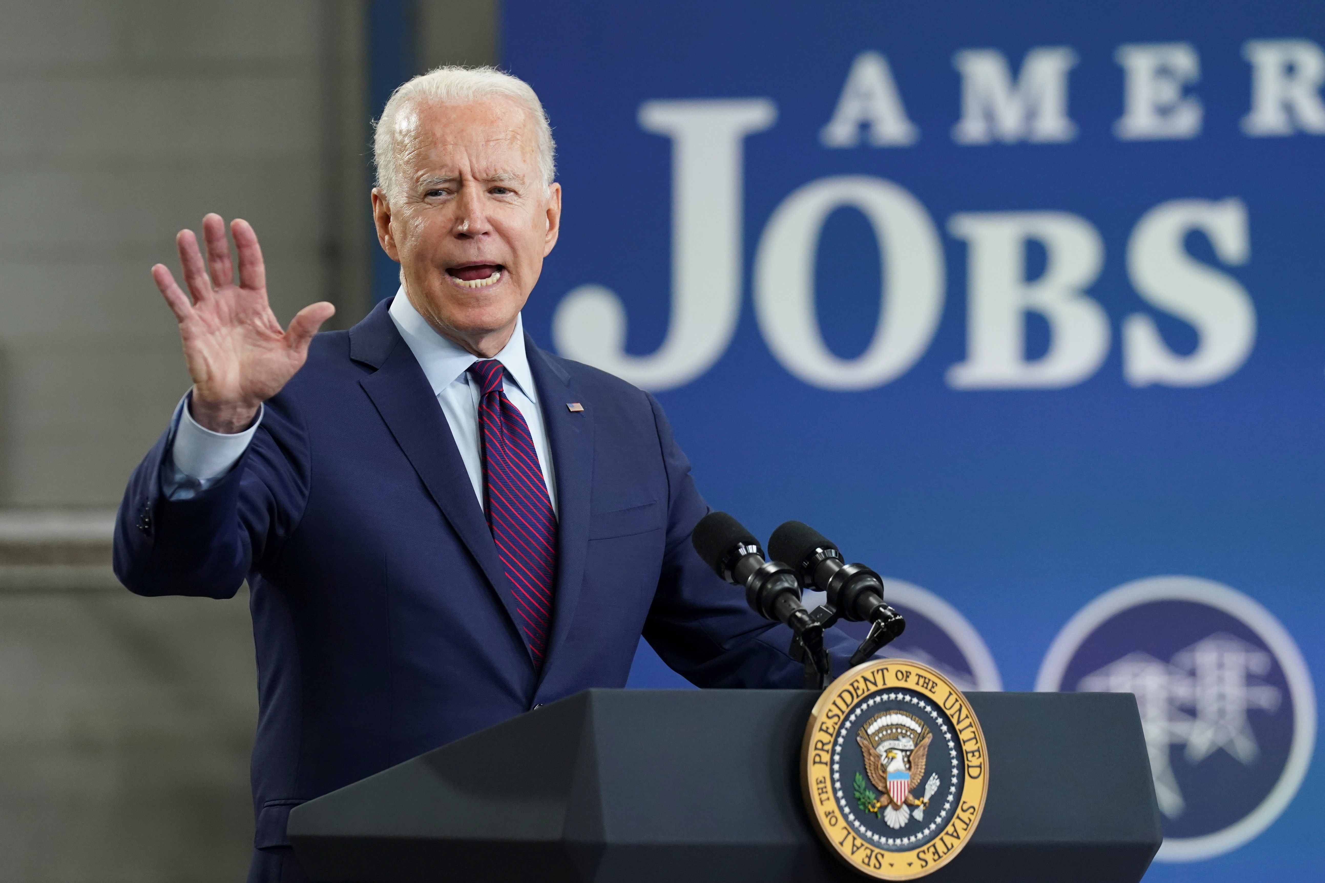U.S. President Joe Biden delivers remarks highlighting the benefits of Bipartisan Infrastructure Framework, at La Crosse Municipal Transit Utility, in La Crosse, Wisconsin, U.S., June 29, 2021. REUTERS/Kevin Lamarque