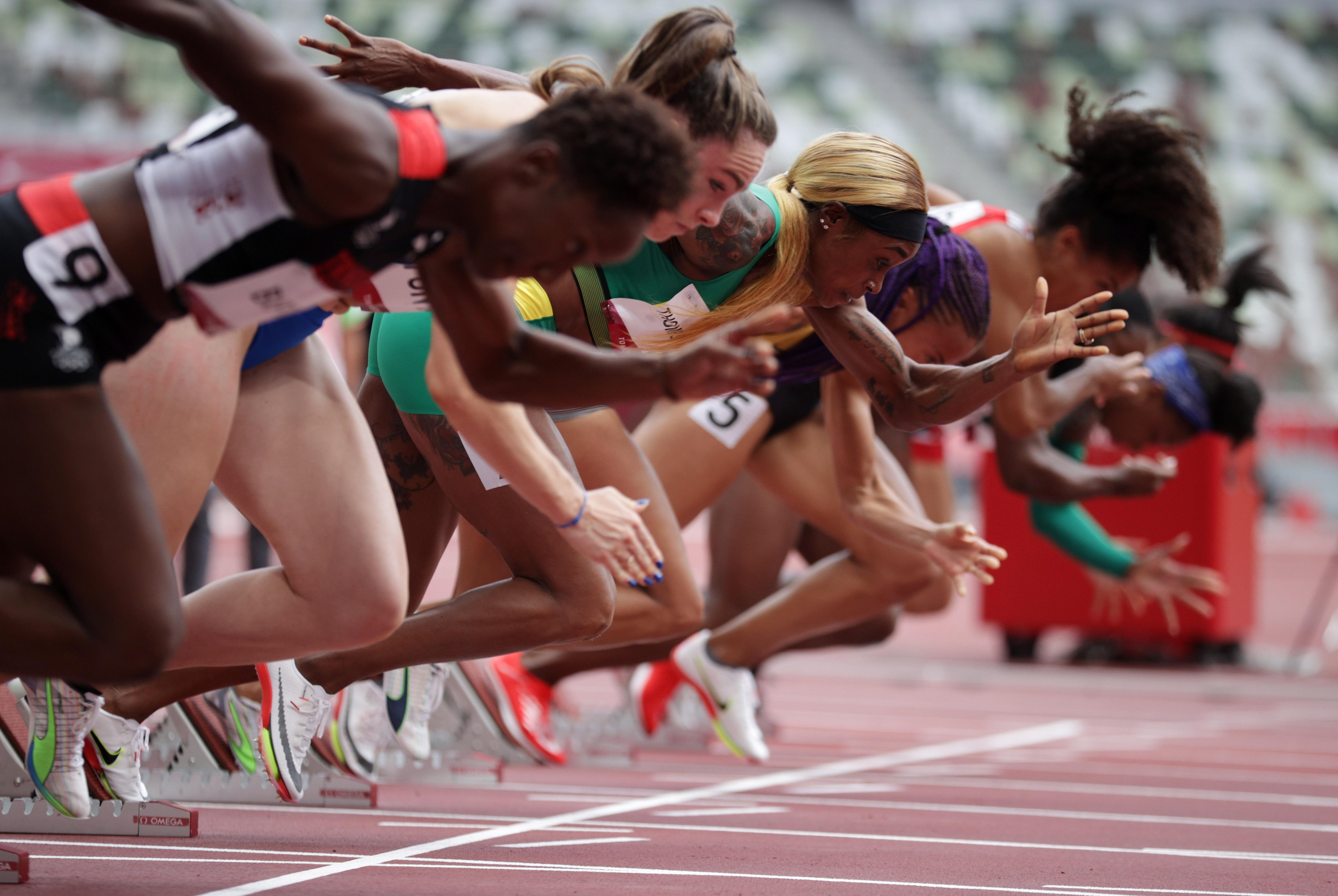 Tokyo 2020 Olympics - Athletics - Women's 100m - Round 1 - OLS - Olympic Stadium, Tokyo, Japan - July 30, 2021. Elaine Thompson-Herah of Jamaica in action at the start of Heat 2 REUTERS/Hannah Mckay